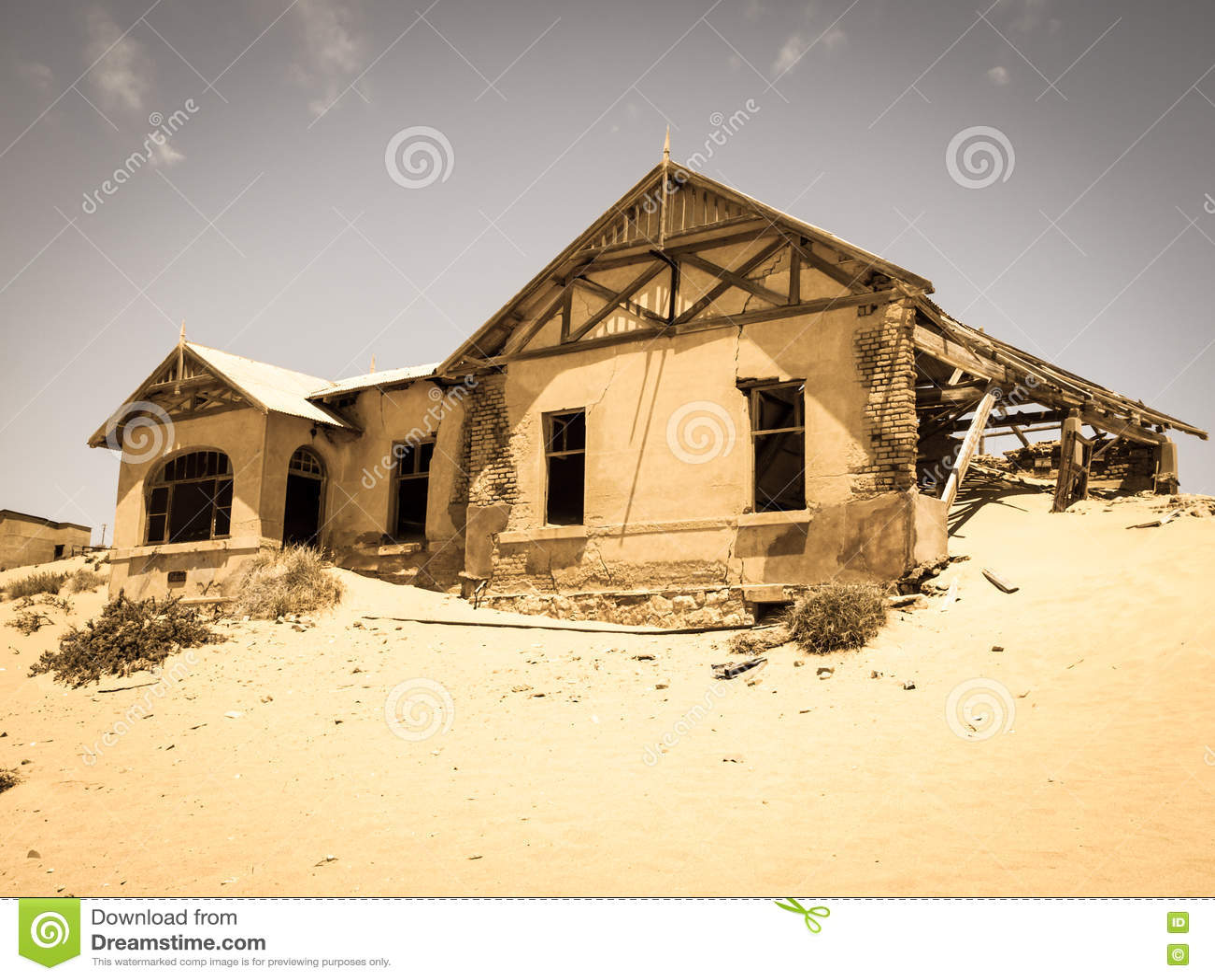 Κτήρια φαντασμάτων της παλαιάς πόλης Kolmanskop μεταλλείας διαμαντιών στη Ναμίμπια