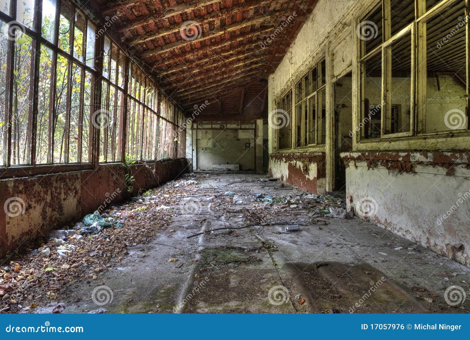κτήριο που καταστρέφετα&io