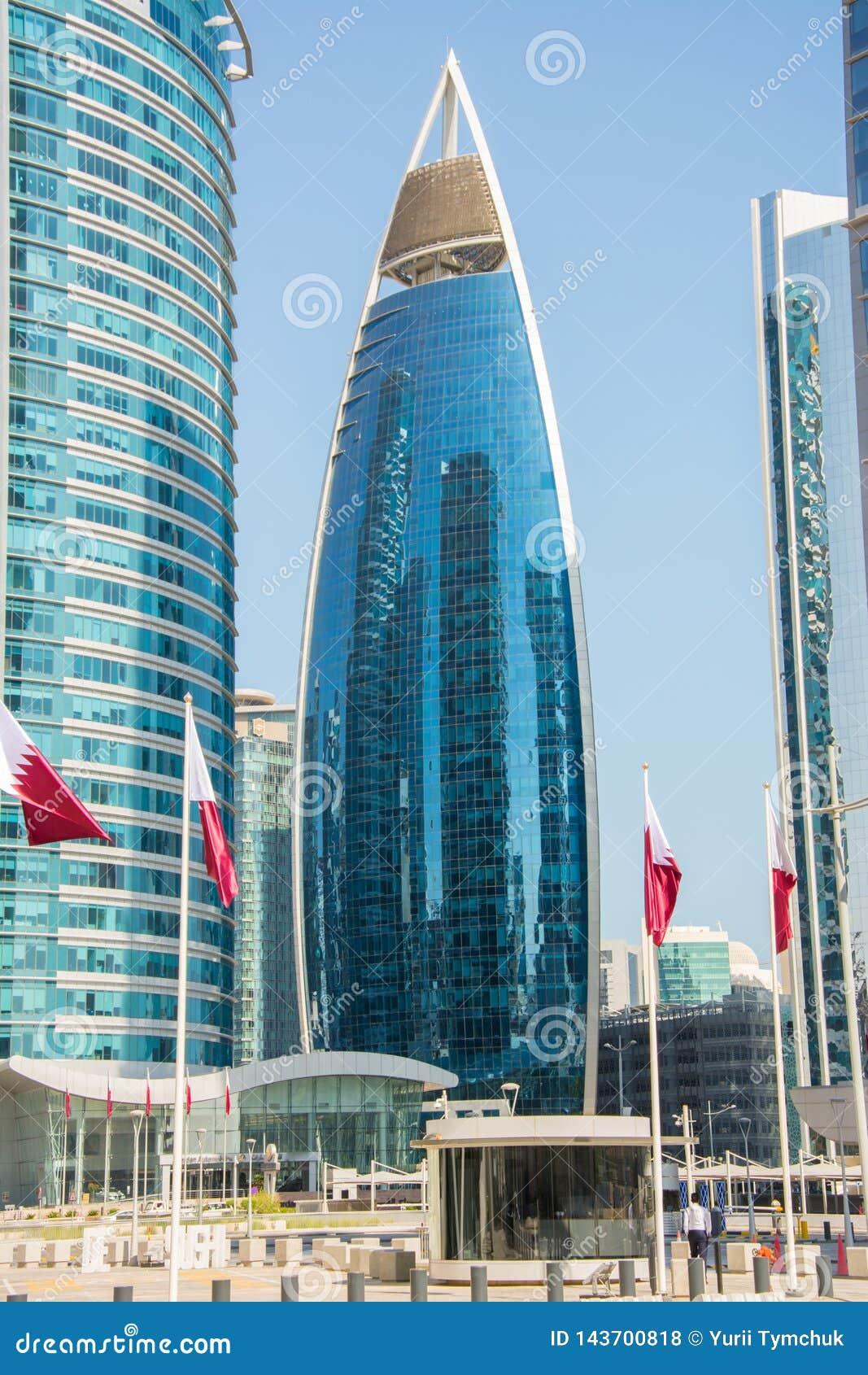 Κτήριο πύργων Woqod σε Doha, Κατάρ μεταξύ άλλων ουρανοξυστών