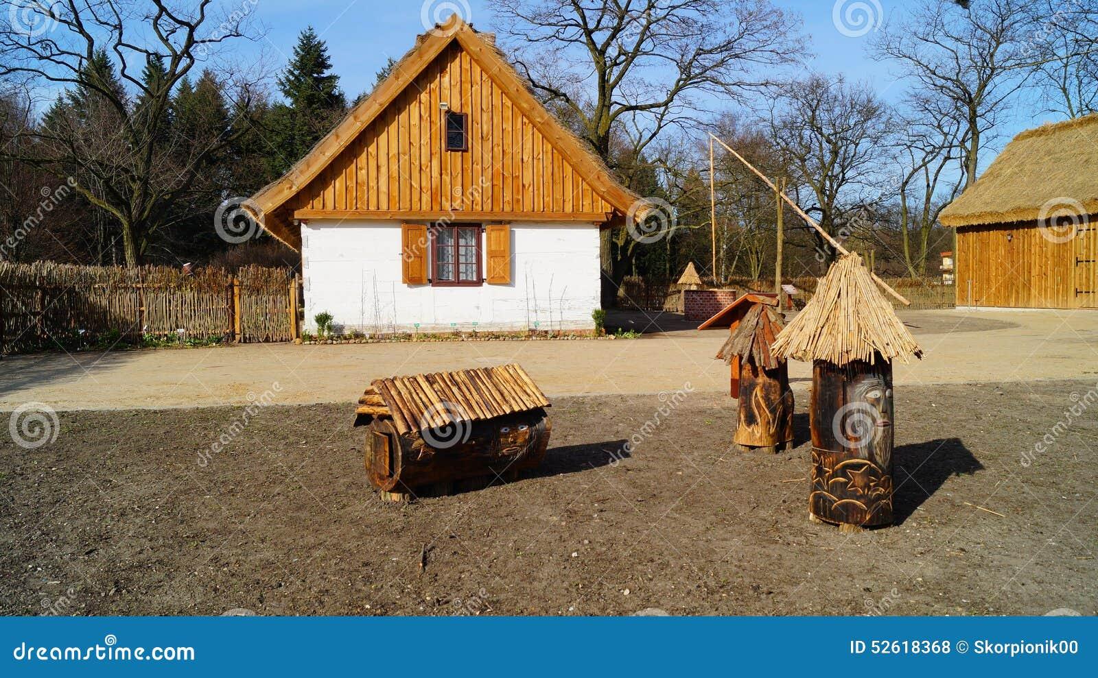 Κτήριο, σιταποθήκη, υπαίθριο μουσείο στο χωριό - αναδημιουργία IXX αιώνα