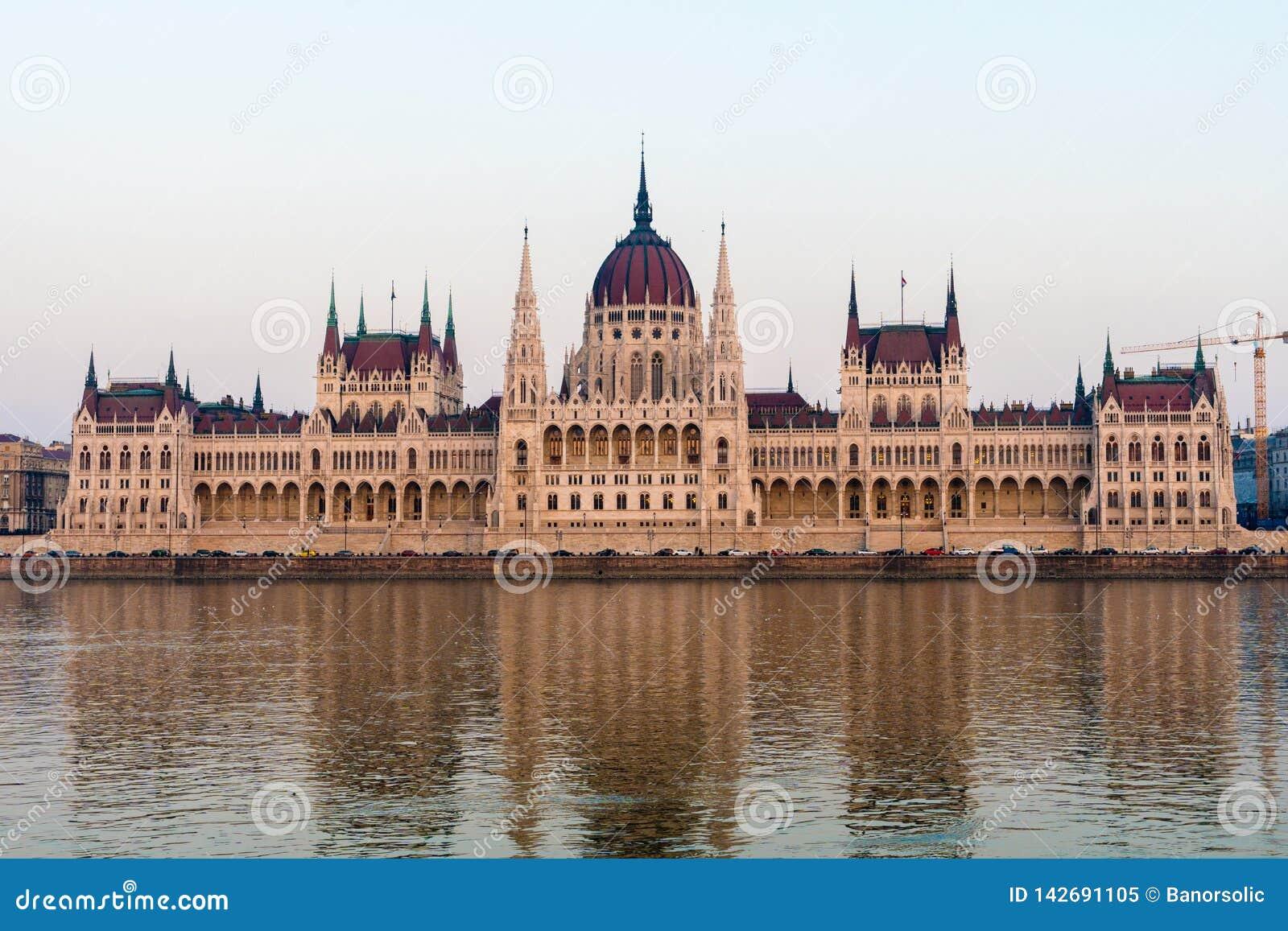 Κτήριο του Κοινοβουλίου στη Βουδαπέστη Ουγγαρία στον ποταμό Δούναβη Διάσημη θέση τουριστών