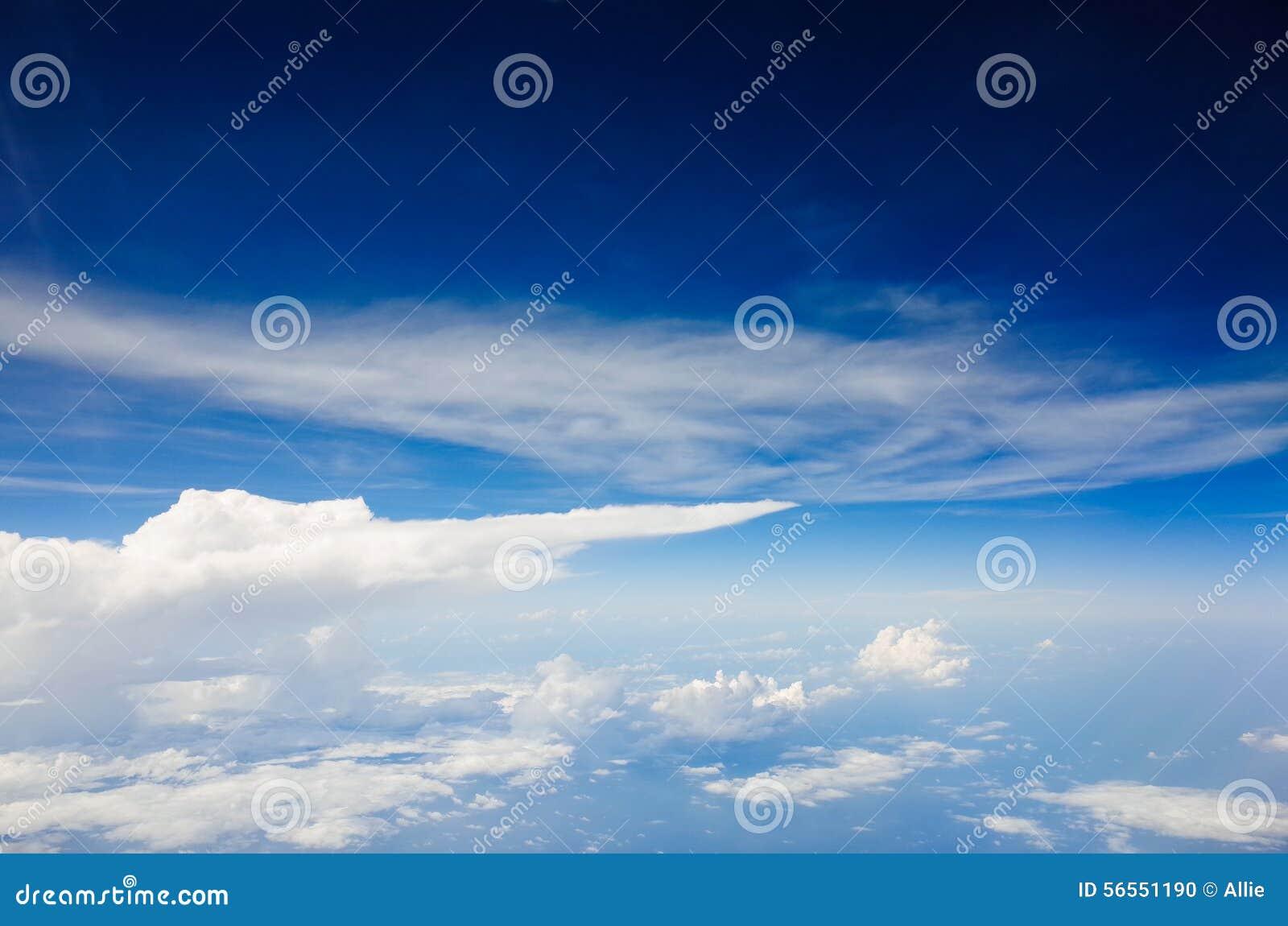 Download κυανός ουρανός στοκ εικόνες. εικόνα από σύννεφο, ορίζοντας - 56551190