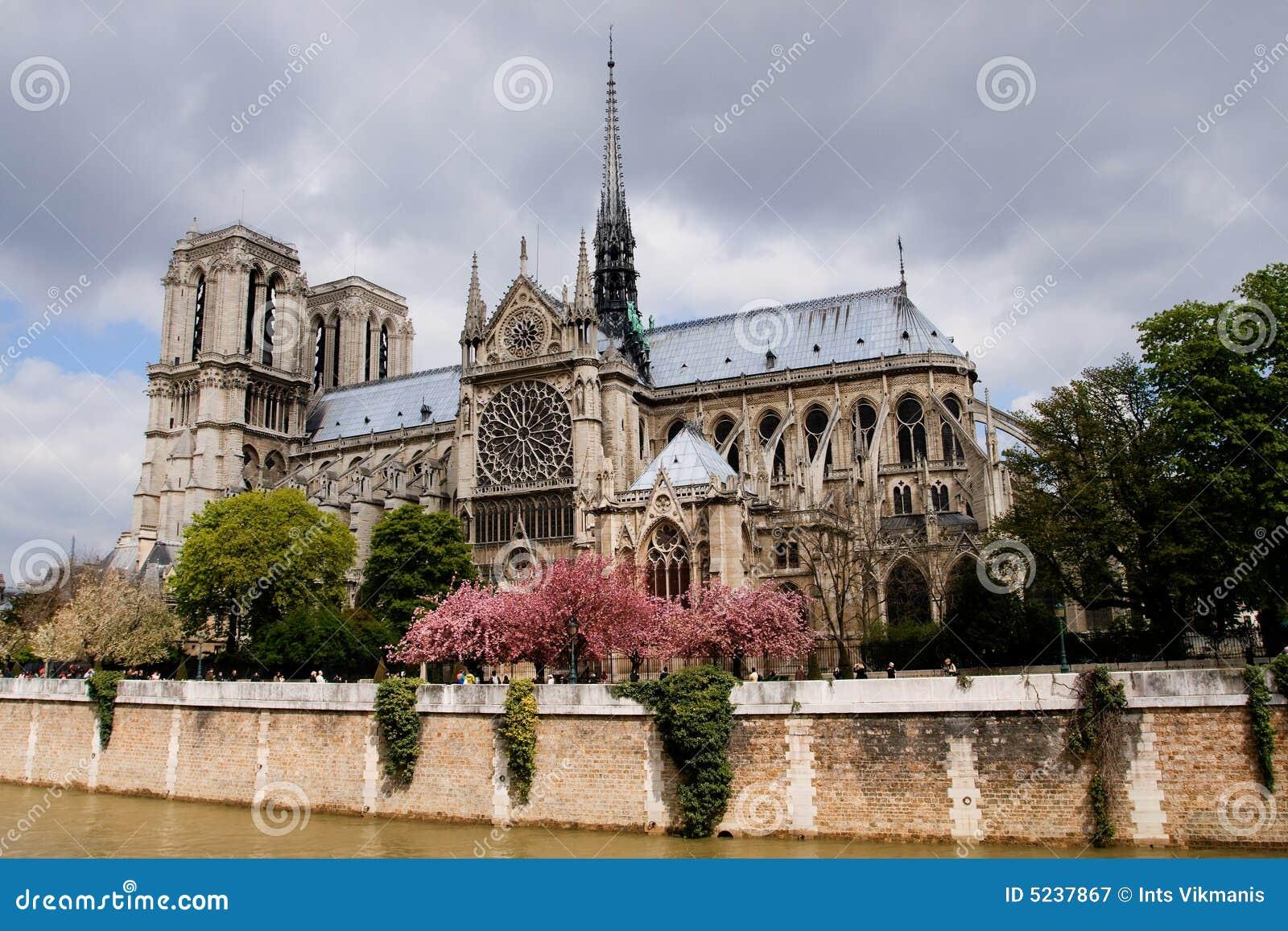 κυρία de notre Παρίσι