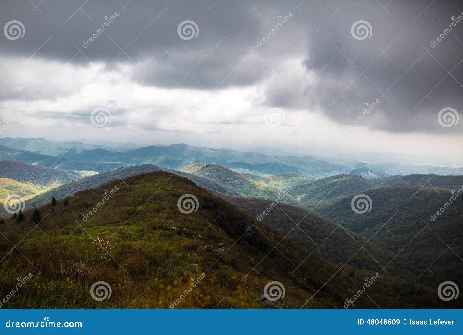 Κυλώντας μπλε βουνά κορυφογραμμών