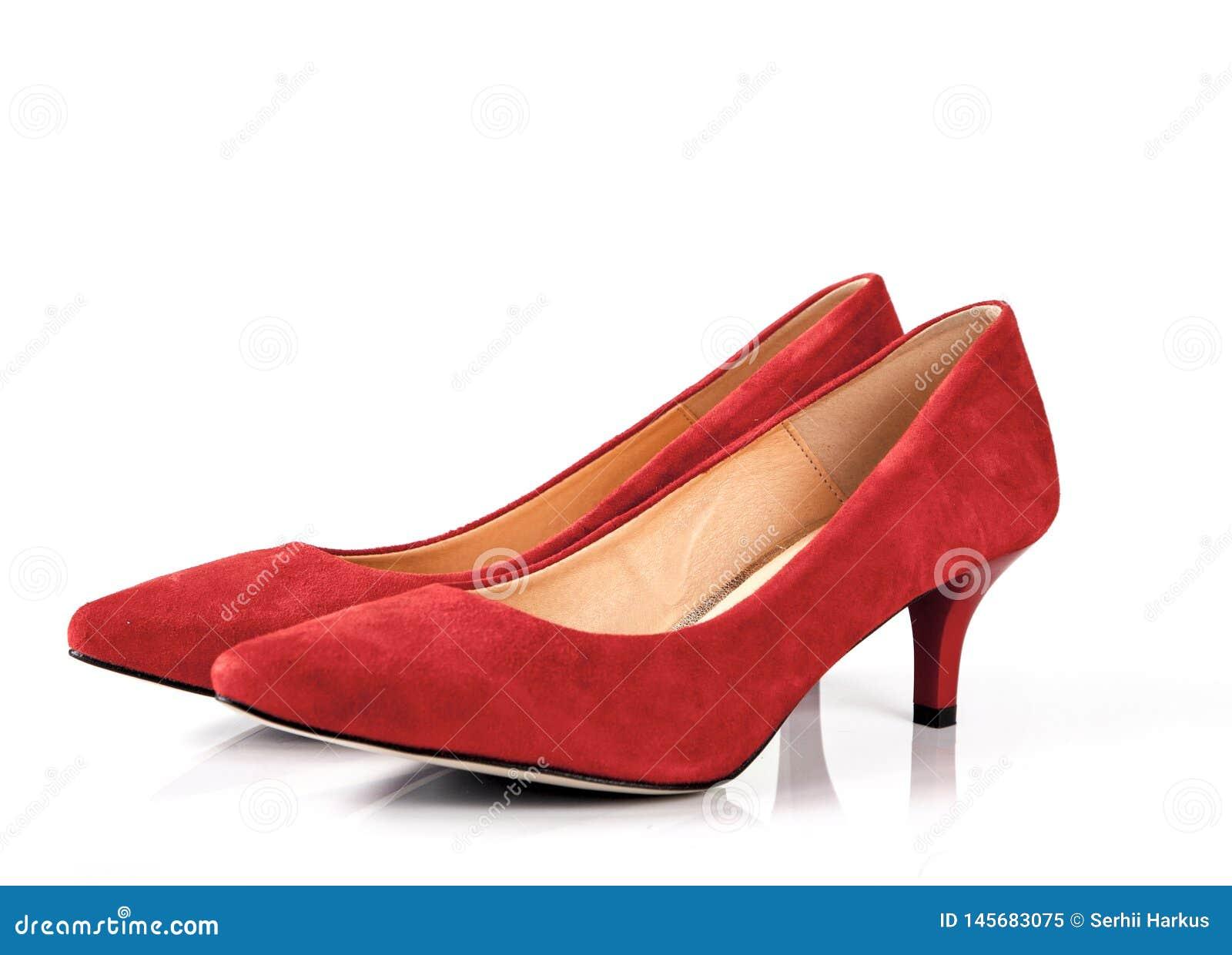 be8cc2e43ee Κόκκινα υψηλά παπούτσια γυναικών τακουνιών που απομονώνονται στο ...