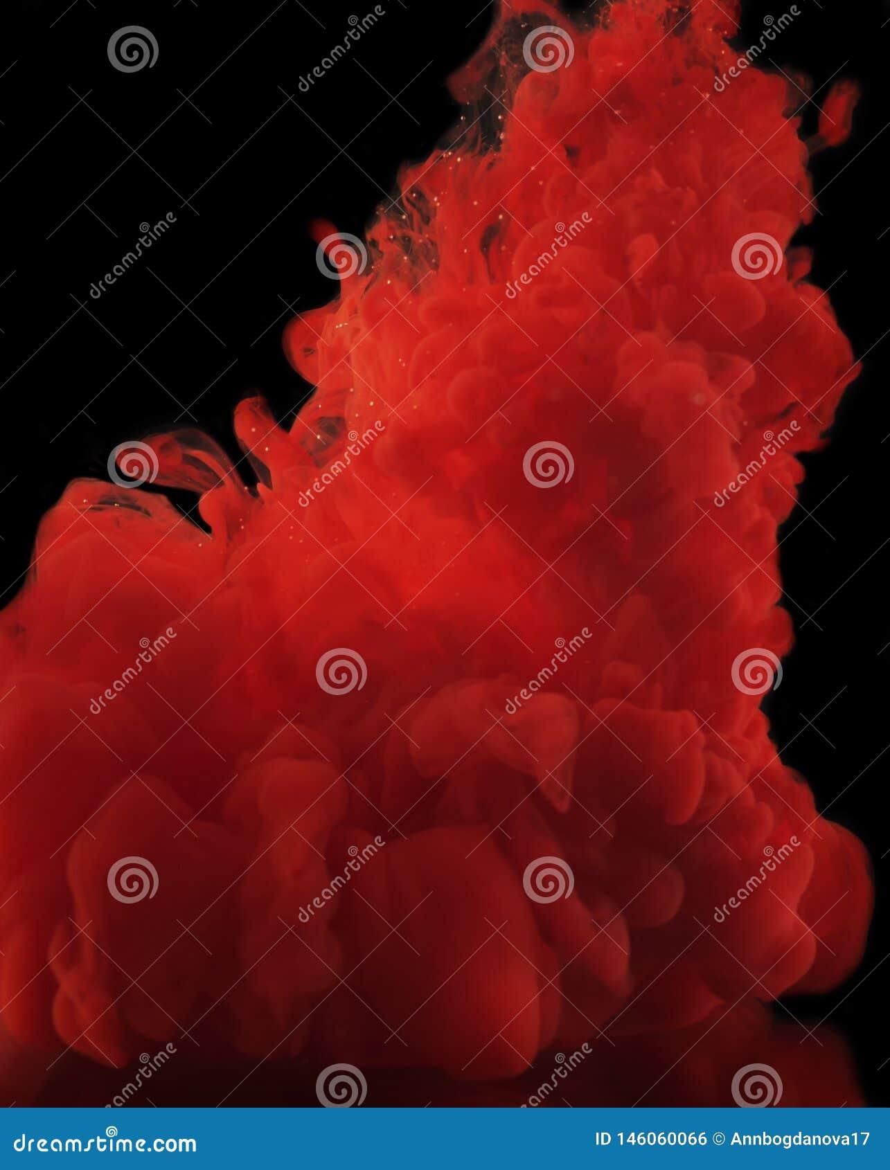 Κόκκινες μπούκλες χρωμάτων σε ένα μαύρο υπόβαθρο
