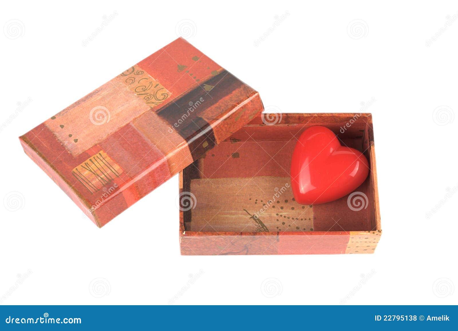κόκκινος μικρός καρδιών κιβωτίων