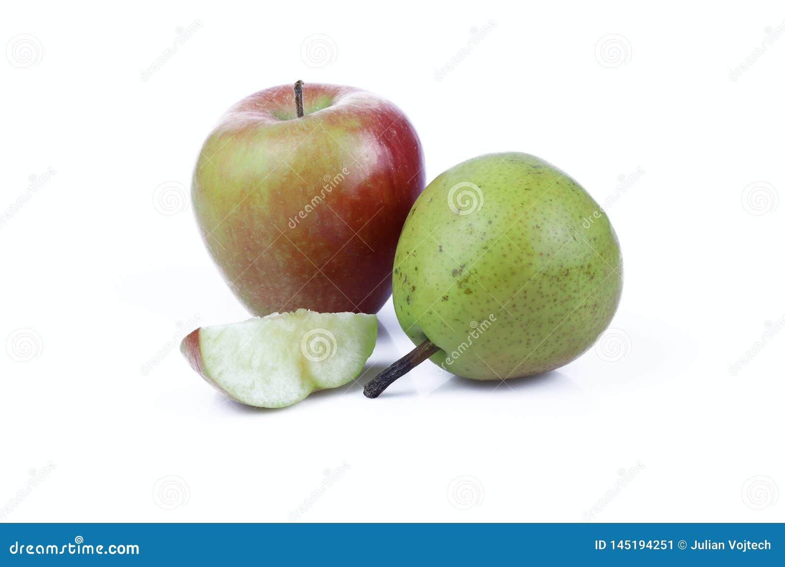 Apple και αχλάδι που απομονώνονται στο άσπρο υπόβαθρο