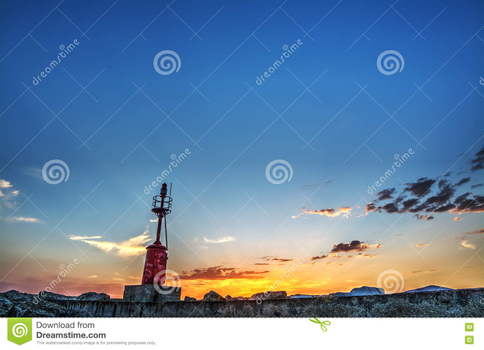 Κόκκινος φάρος στο λιμάνι Alghero