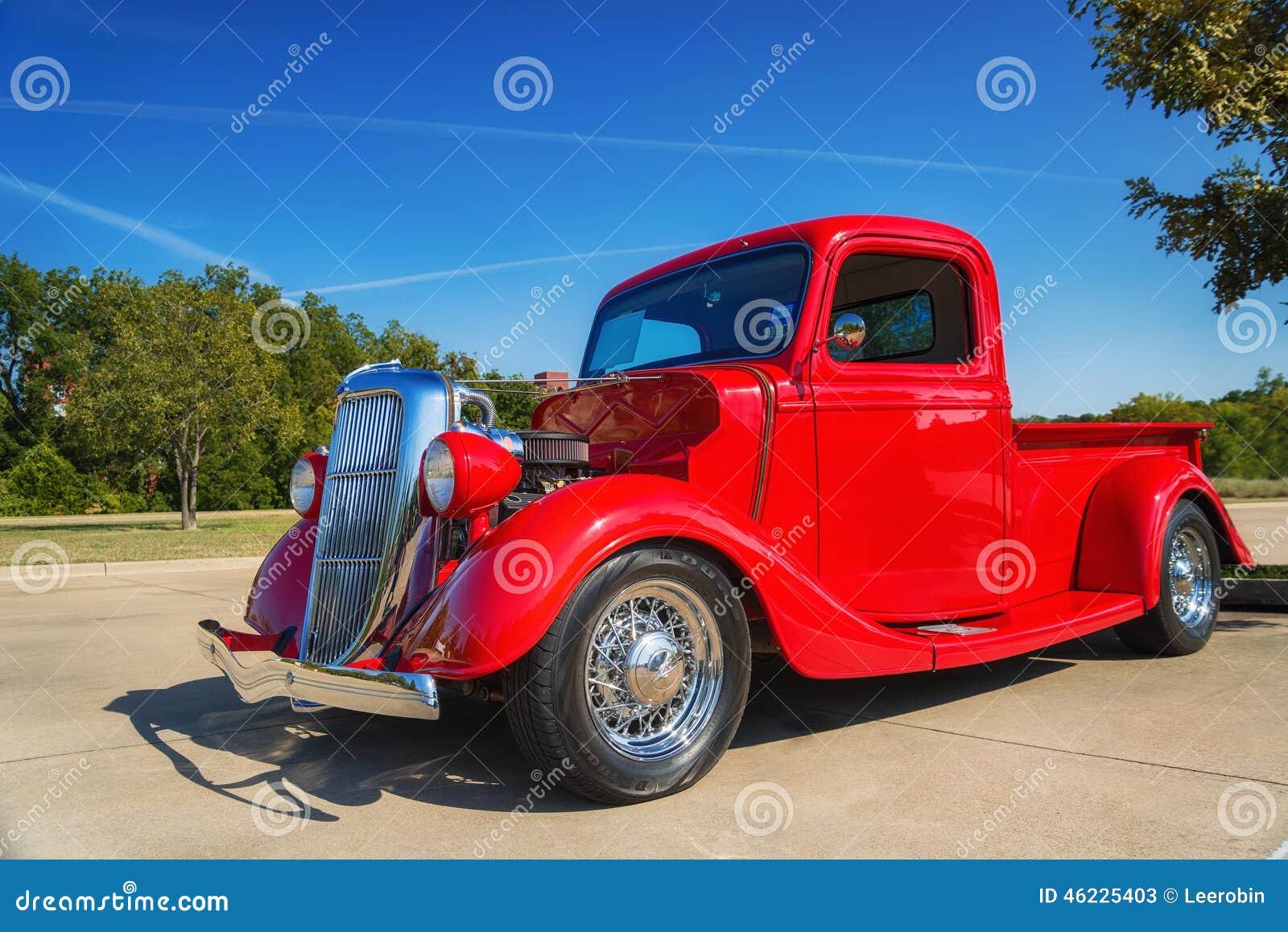 Κόκκινο ανοιχτό φορτηγό της Ford του 1935