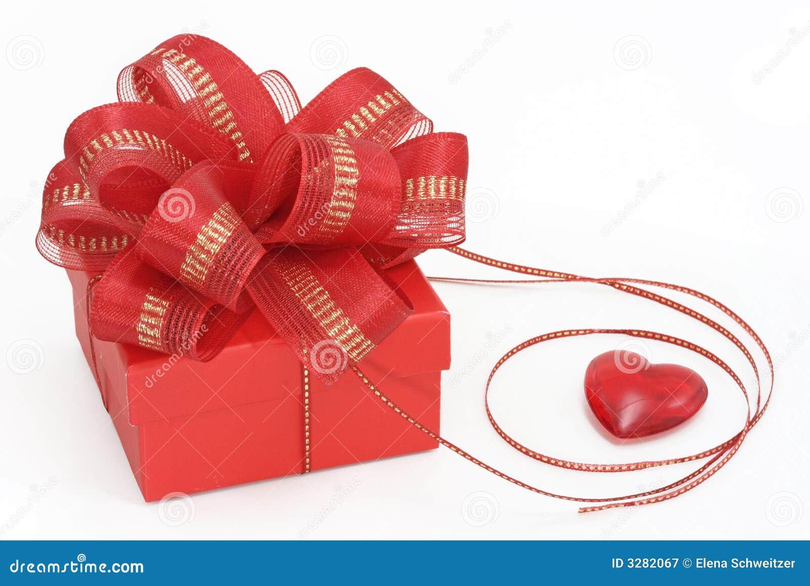 κόκκινο καρδιών δώρων κιβω