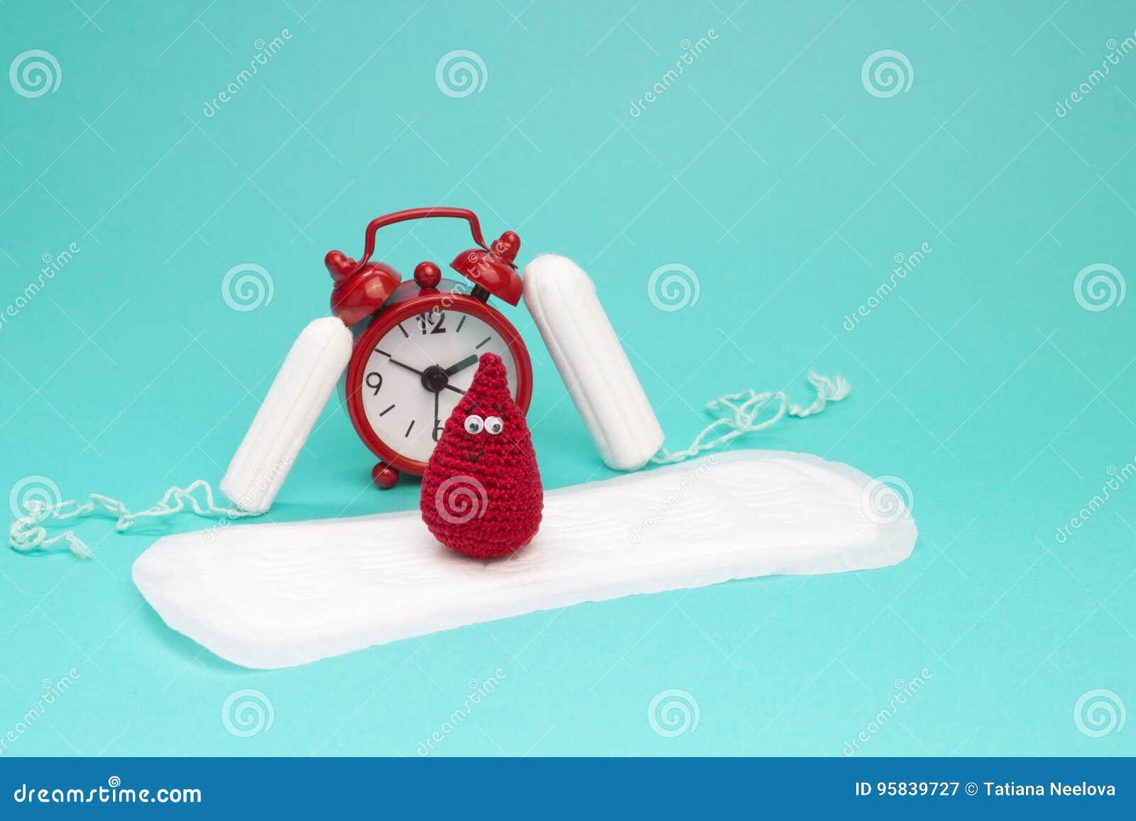 Κόκκινο ξυπνητήρι, ονειροπόλος πτώση αίματος τσιγγελακιών χαμόγελου, καθημερινά εμμηνορροϊκά μαξιλάρι και tampons Υγειονομική υγι