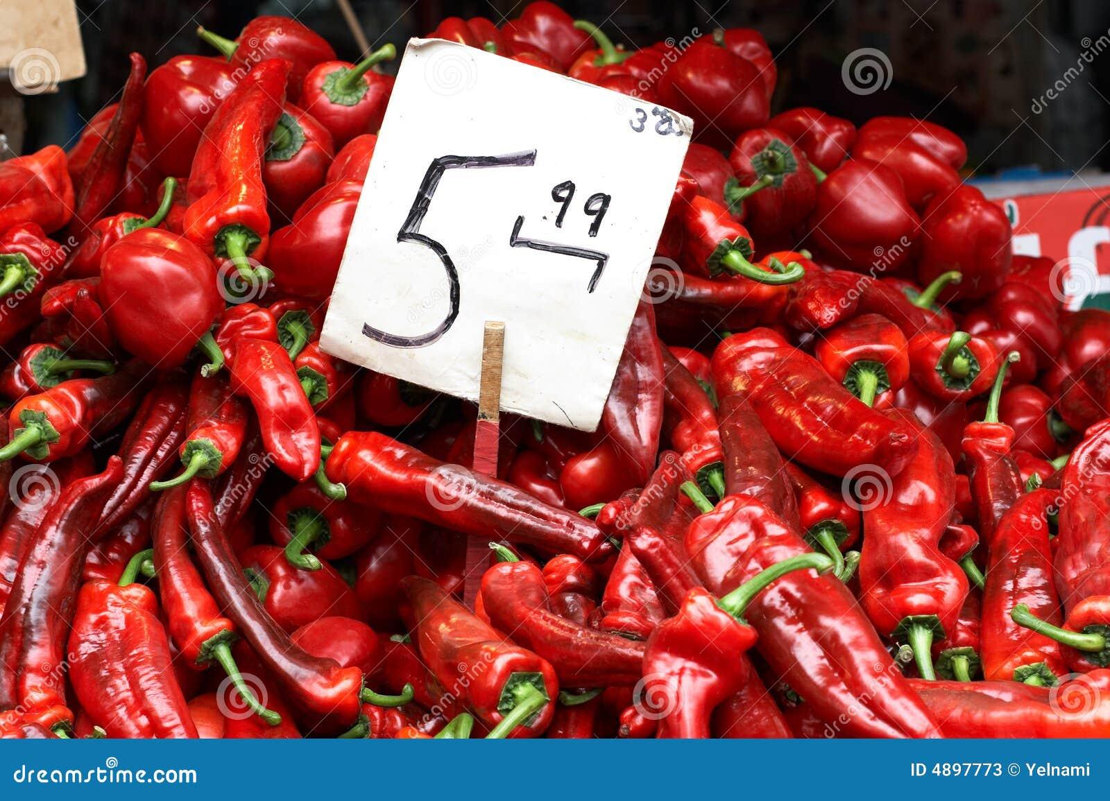 κόκκινο πιπεριών αγοράς