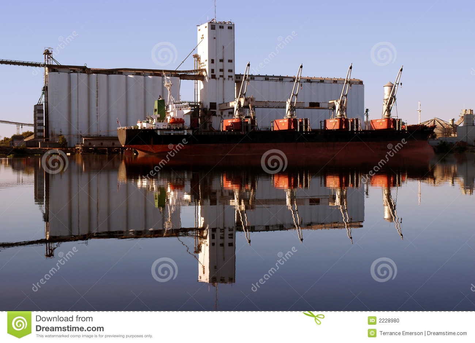 κόκκινο σκάφος θαλάσσιω