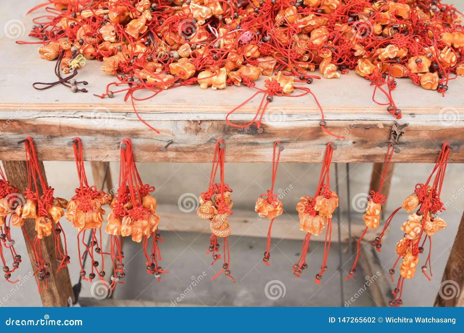 Κόκκινο τυχερό αναμνηστικό από το zodia στις κινεζικές πεποιθήσεις