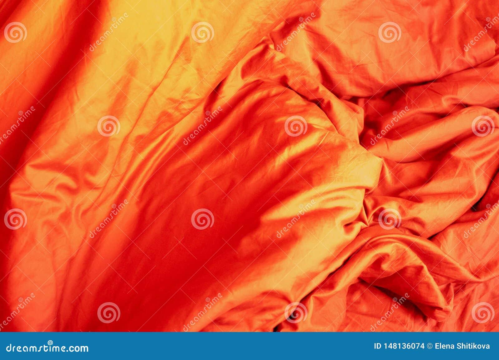 Κόκκινο ύφασμα Τσαλακωμένη κλινοστρωμνή