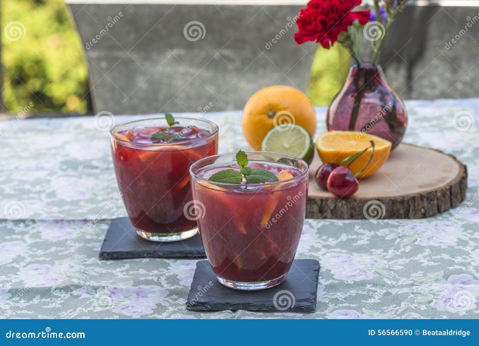 Download κόκκινο sangria στοκ εικόνες. εικόνα από ασβέστης, διακοπές - 56566590