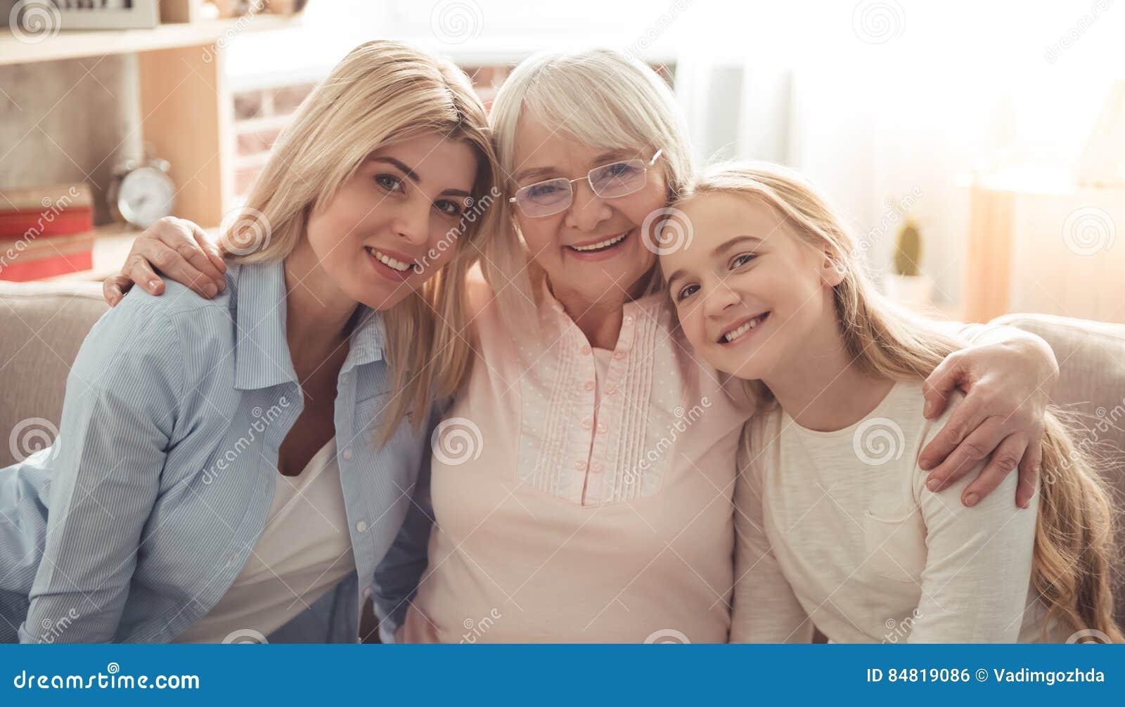 Κόρη, mom και γιαγιά