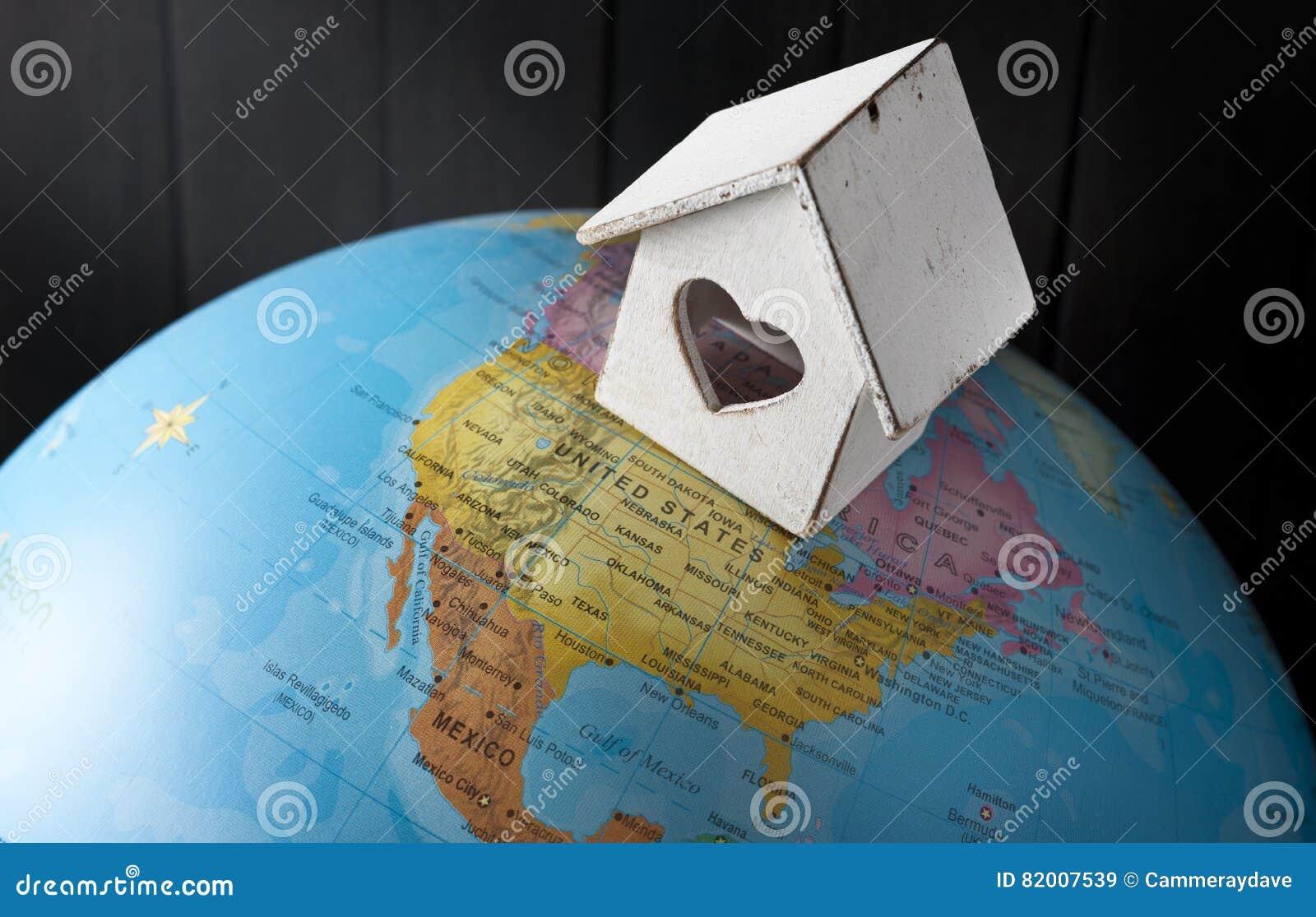 Κόσμος εγχώριων καταφυγίων σπιτιών