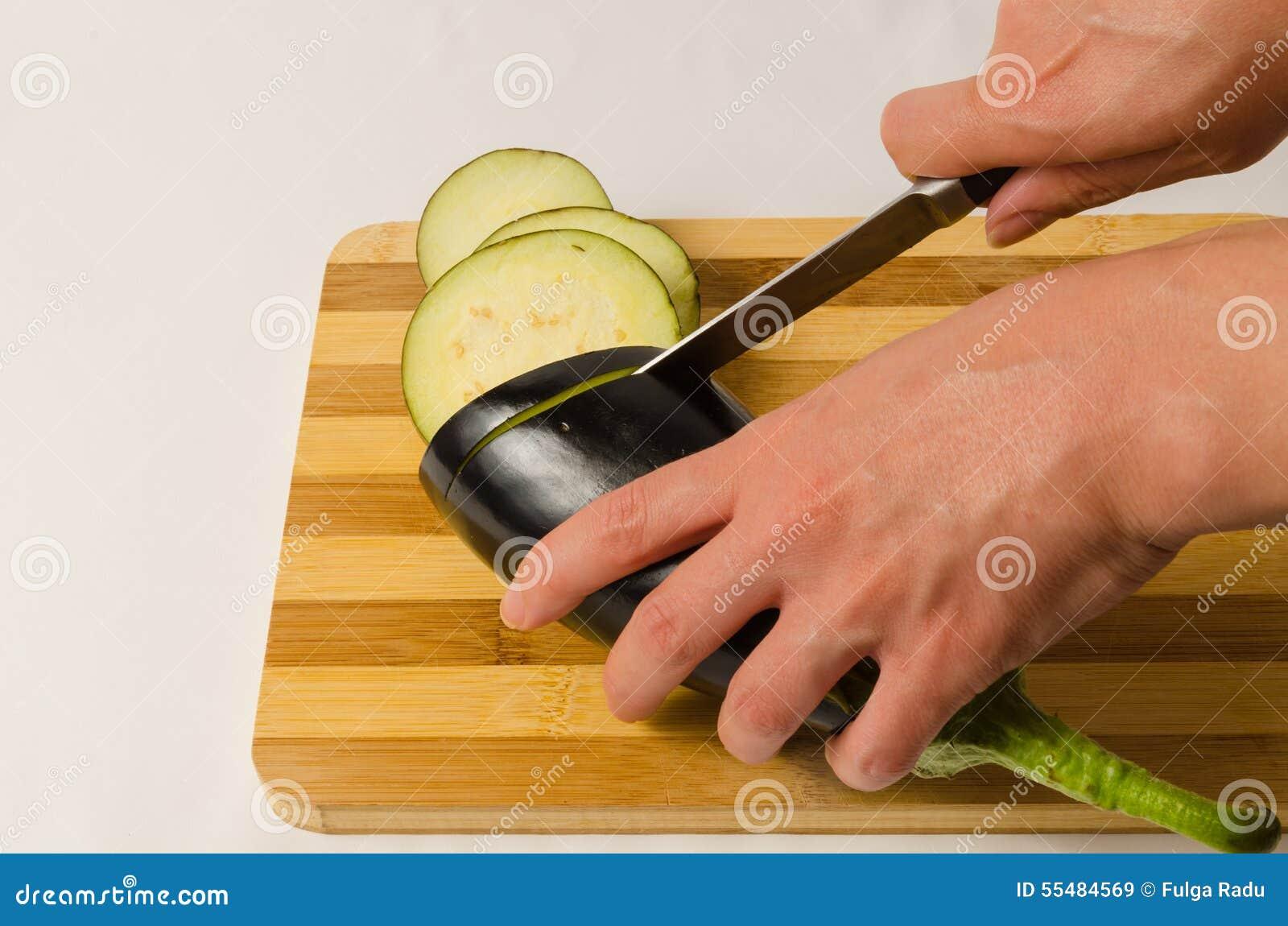 Κόψτε τη μελιτζάνα