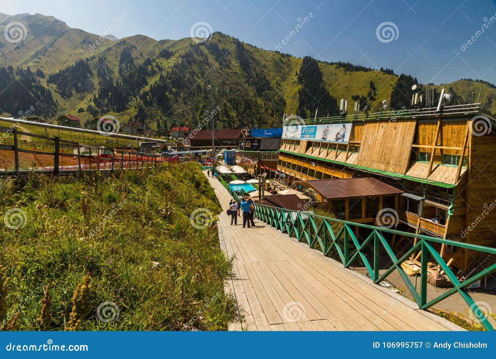 Κύριο άρθρο: Ξενοδοχείο χιονοδρομικών κέντρων Shymbulak στο Αλμάτι, Καζακστάν