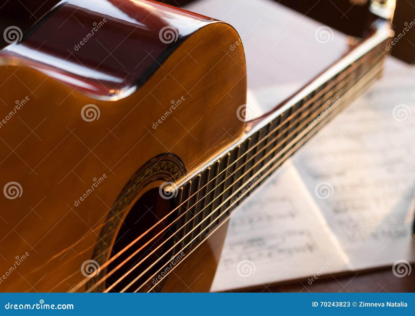 Κλασική κιθάρα στις mucic σημειώσεις