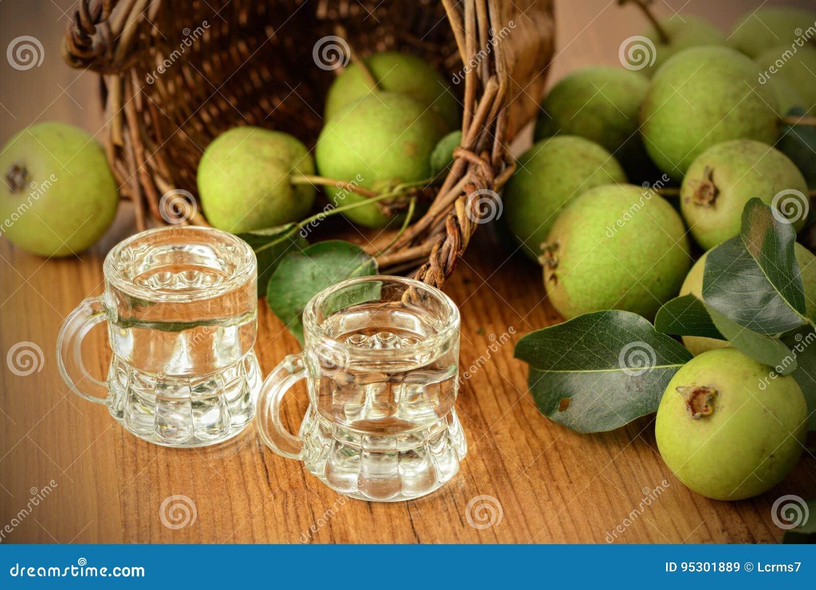 Κλασσικό ποτό αχλαδιών φιαγμένο από ευρωπαϊκό άγριο αχλάδι