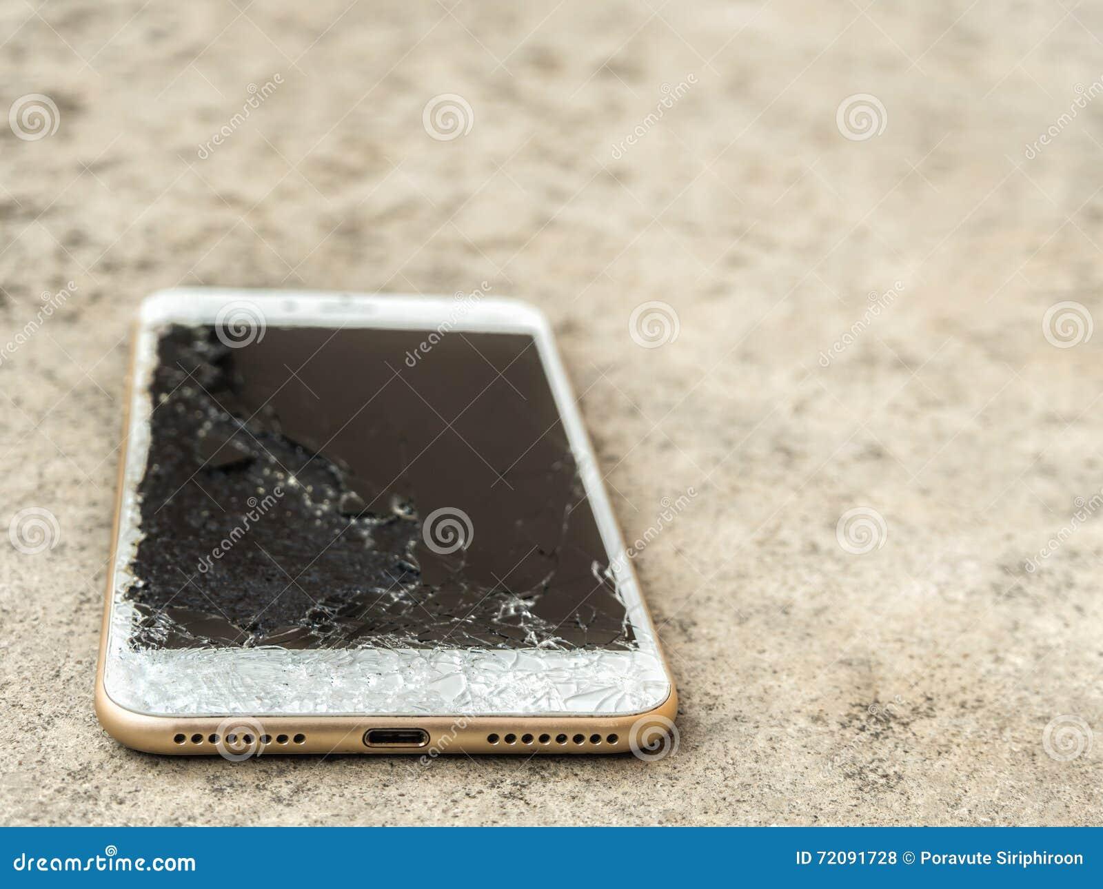 Κλείστε επάνω της σπασμένης κινητής τηλεφωνικής πτώσης