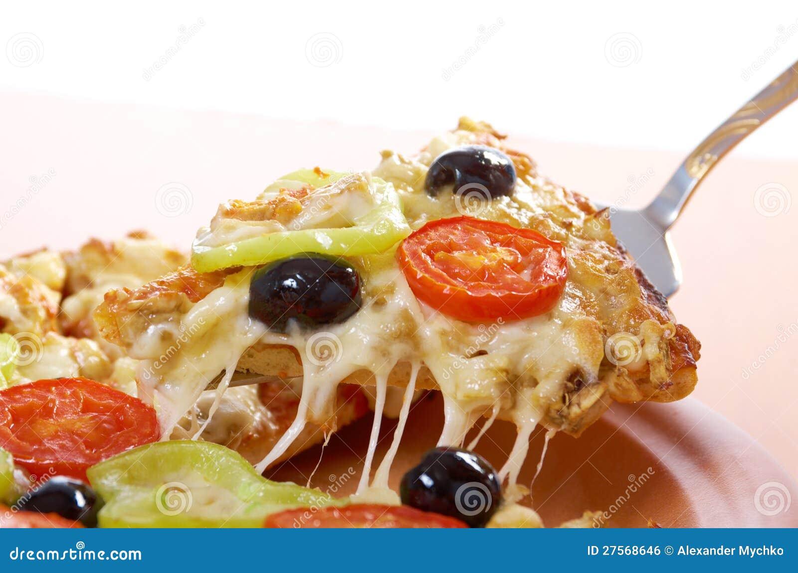 Λήψη της φέτας της πίτσας, λειωμένο στάλαγμα τυριών