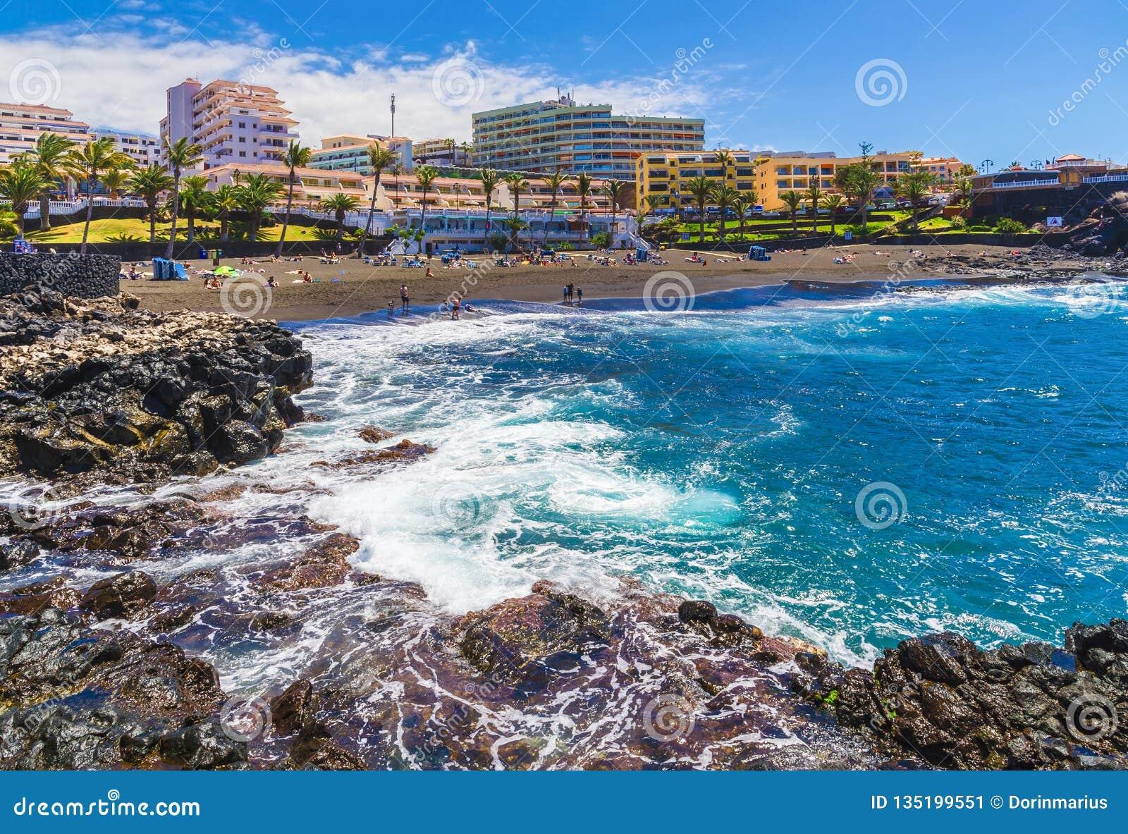 Λίγος χώρος παραλιών σε Puerto de Σαντιάγο, Tenerife
