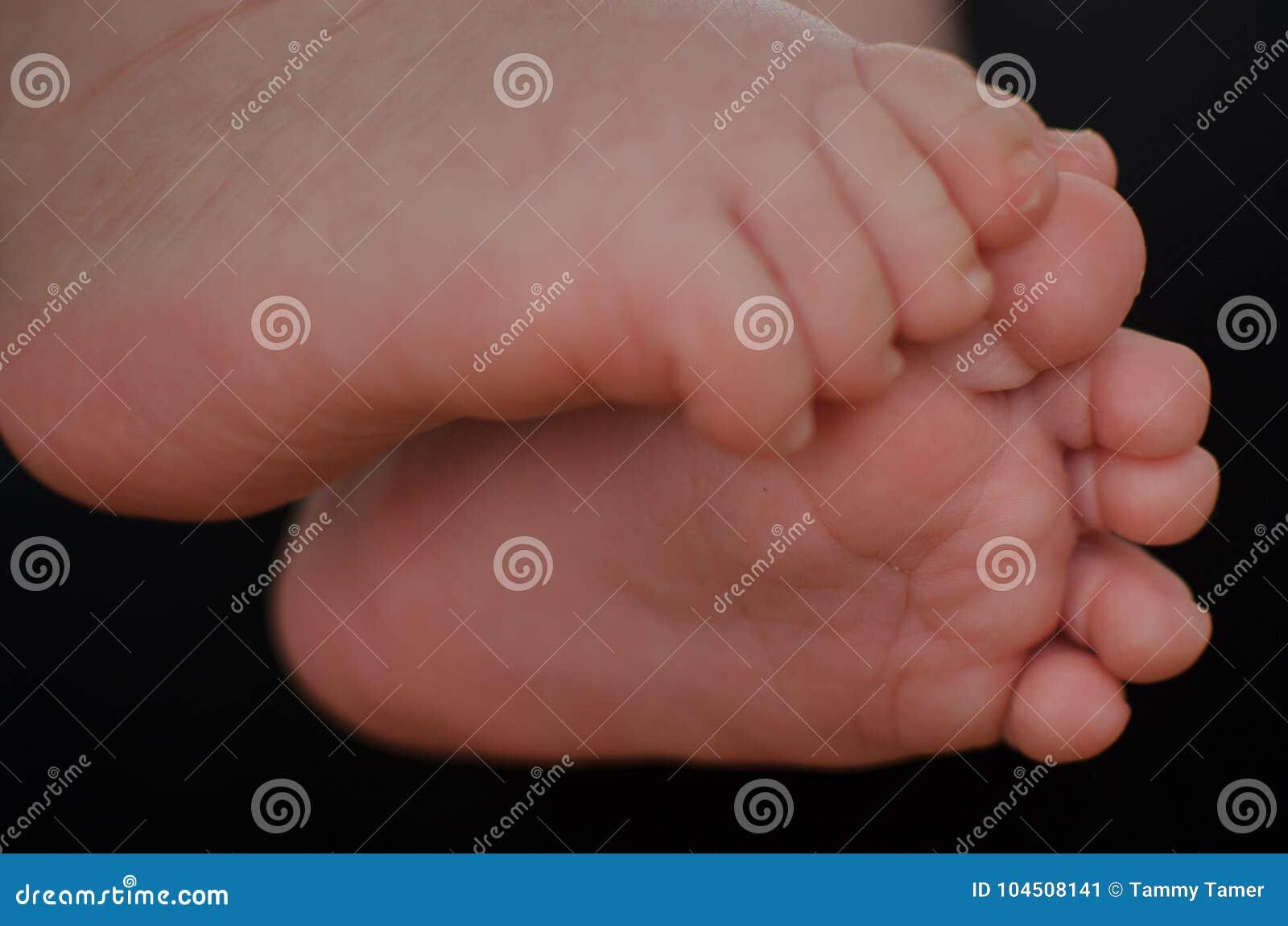 Λίγο πόδι ενός μωρού