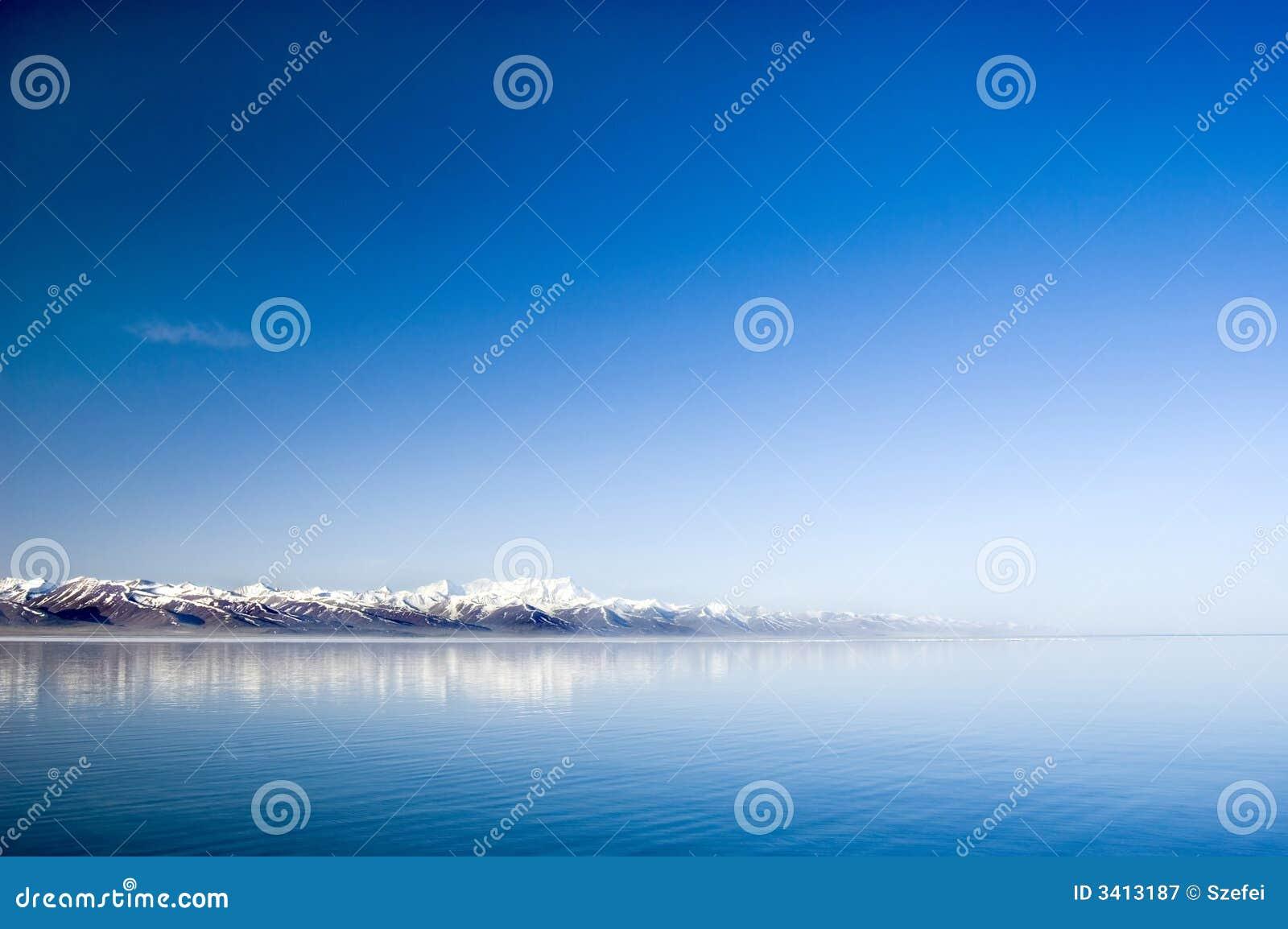 λίμνη ήρεμη