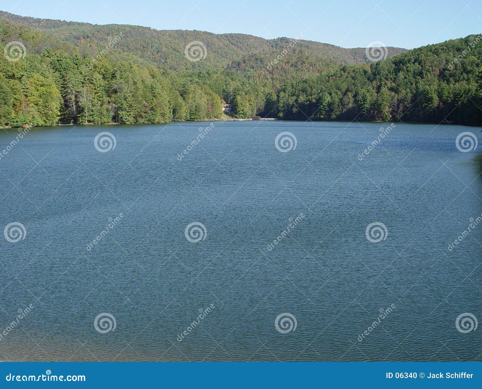 λίμνη μεγάλη