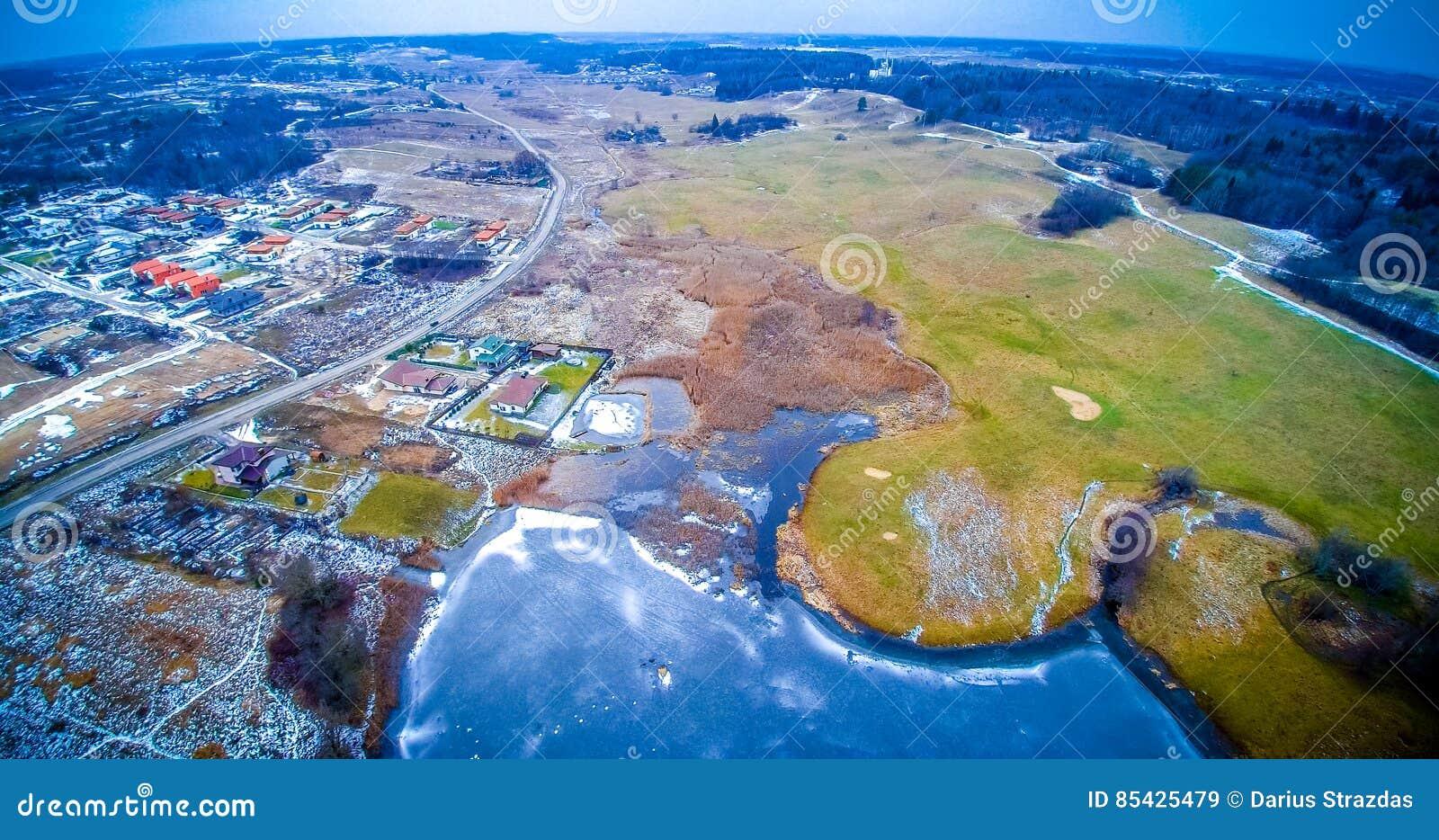 Λίμνη που παγώνει εναέρια στη Λιθουανία