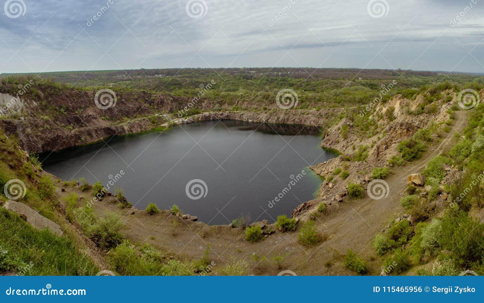 Λίμνη ραδονίου Λατομείο κοντά στην πόλη Pervomaisk Ουκρανία