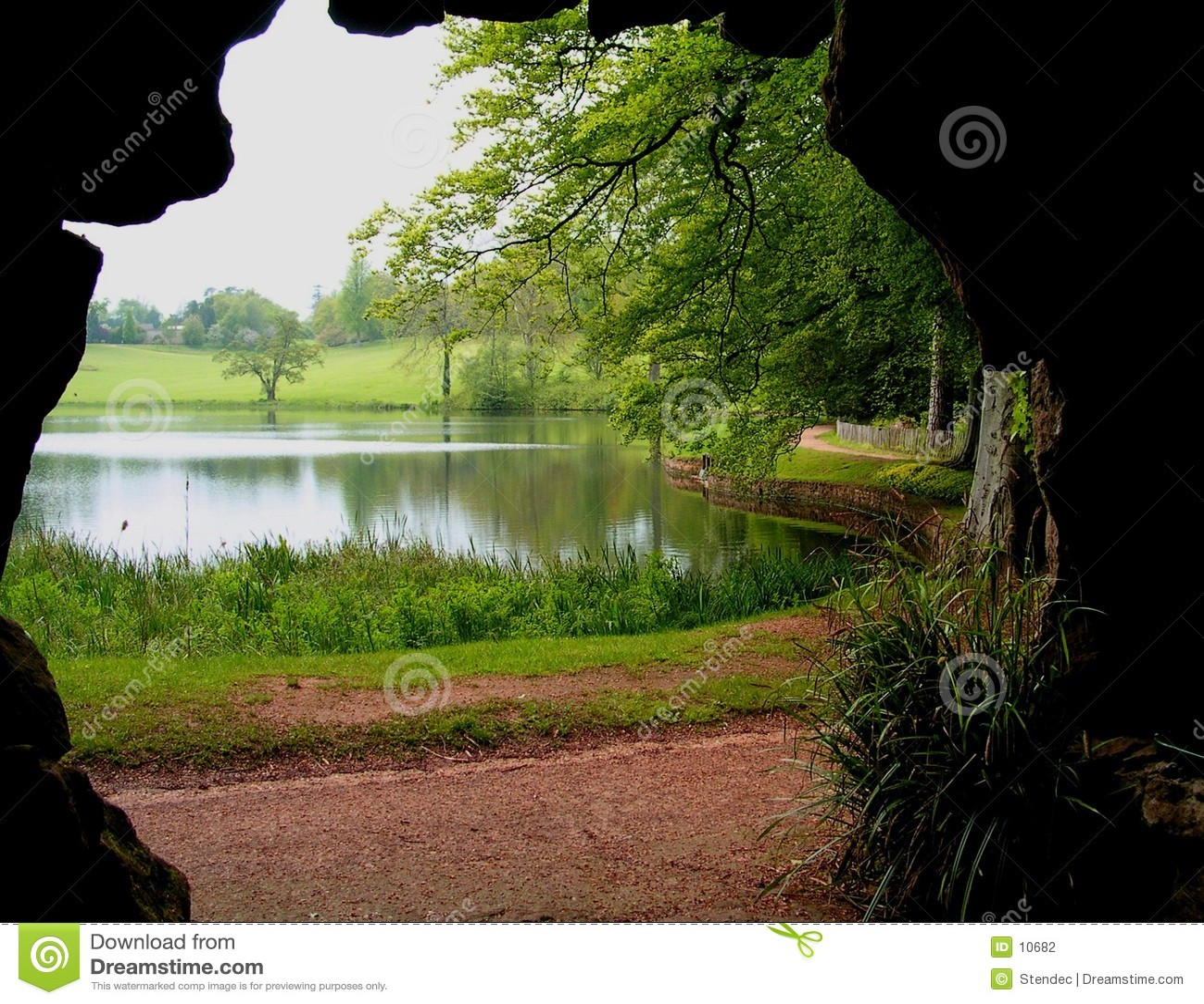 λίμνη σπηλιών