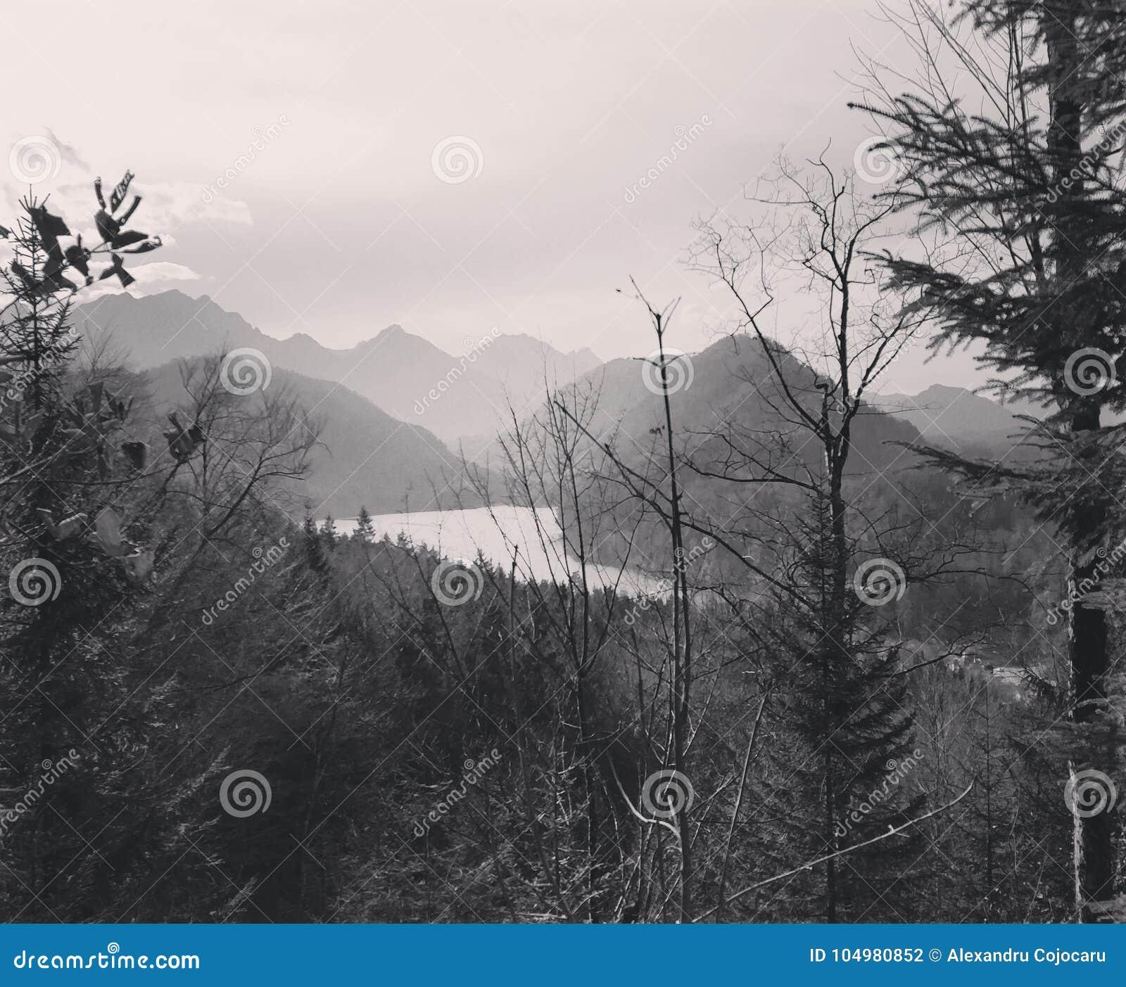 Λίμνη στα βουνά