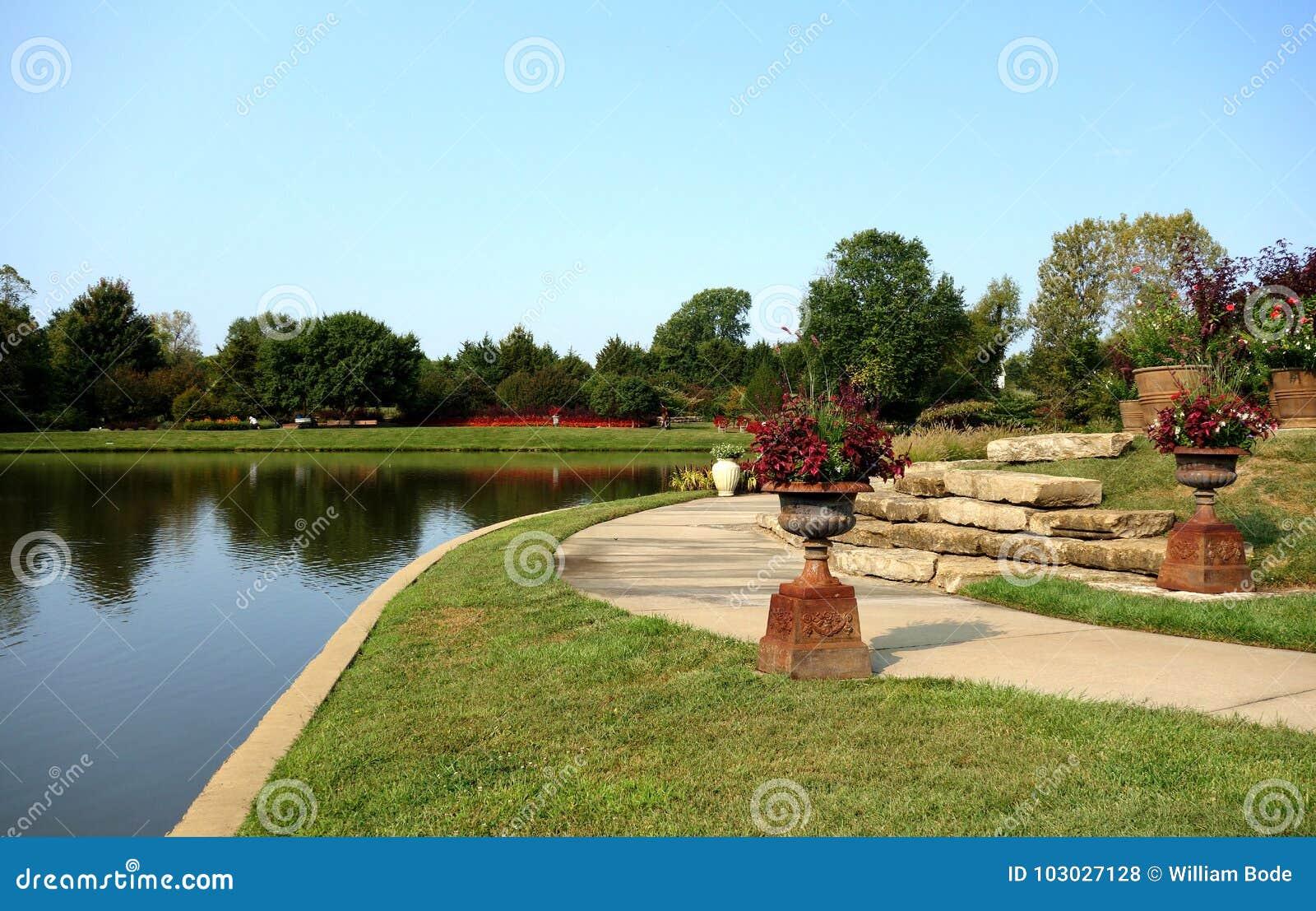 Λίμνη στο δενδρολογικό κήπο Overland Park