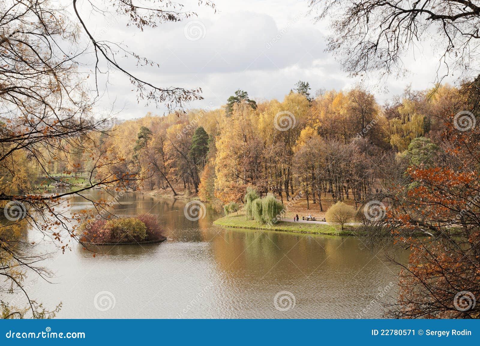 λίμνη φθινοπώρου
