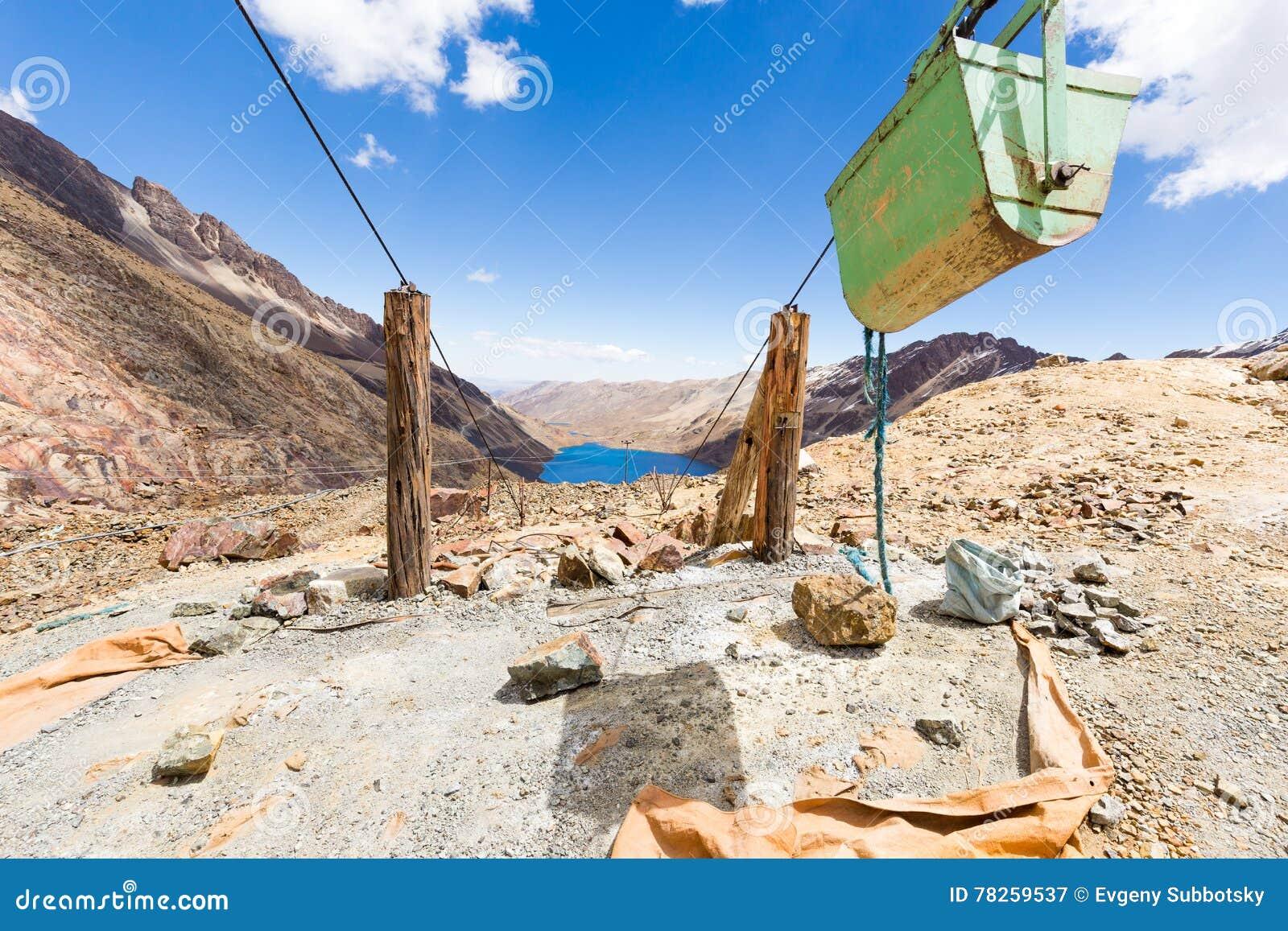 Λίμνη φορτηγών μεταφορών βουνών καροτσακιών καλωδίων ορυχείου, βιομηχανία της Βολιβίας