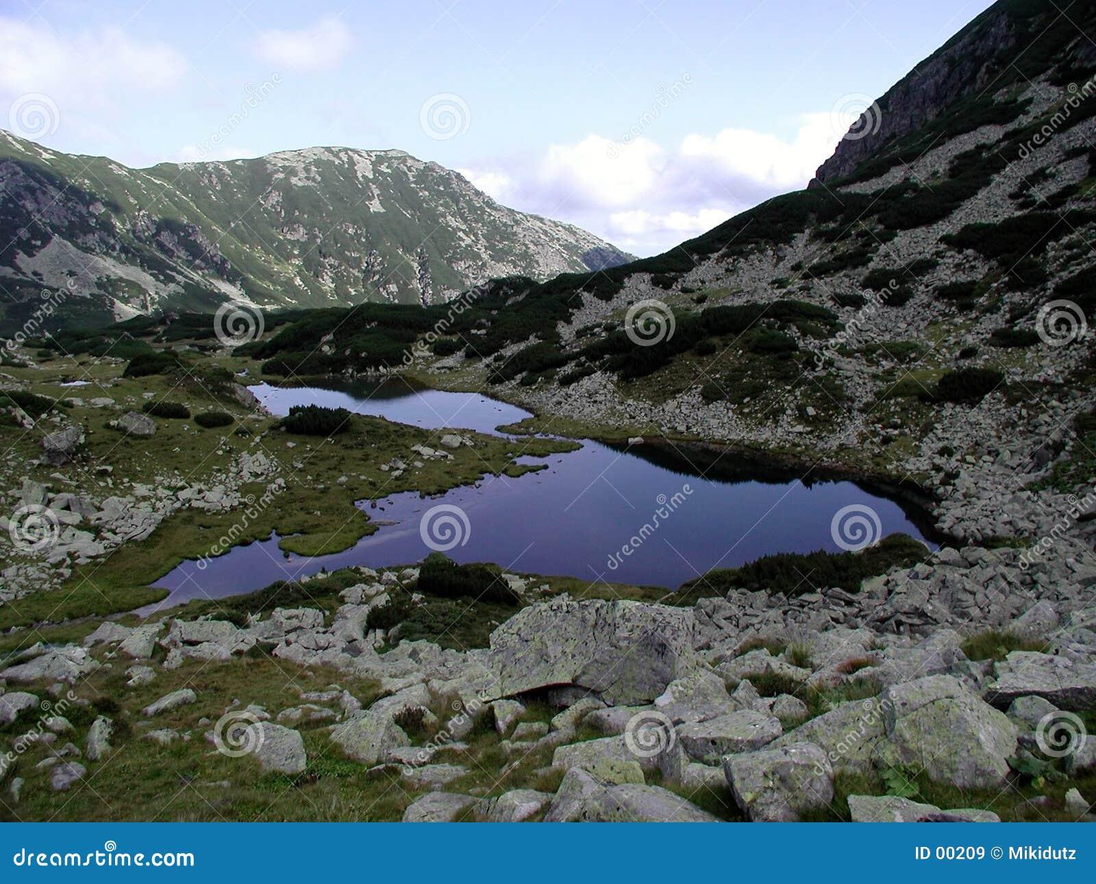 λίμνη pietricelele