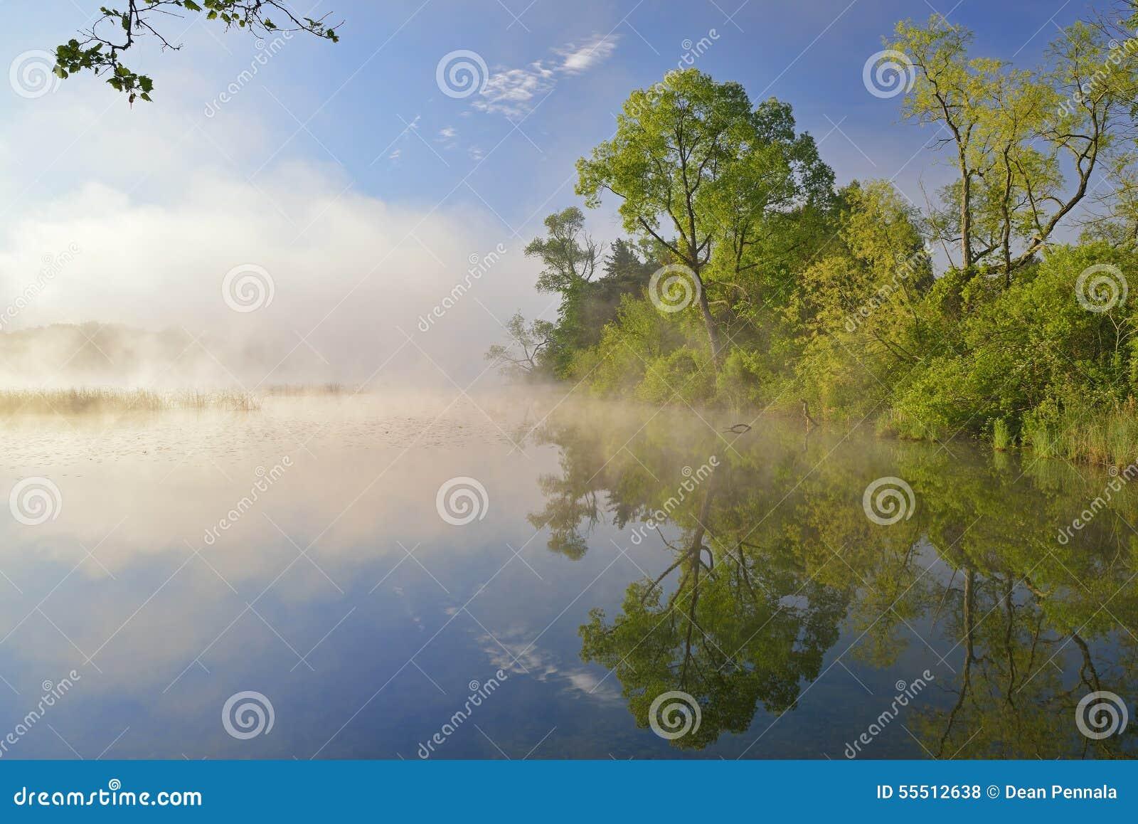 Λίμνη Whitford ακτών άνοιξη