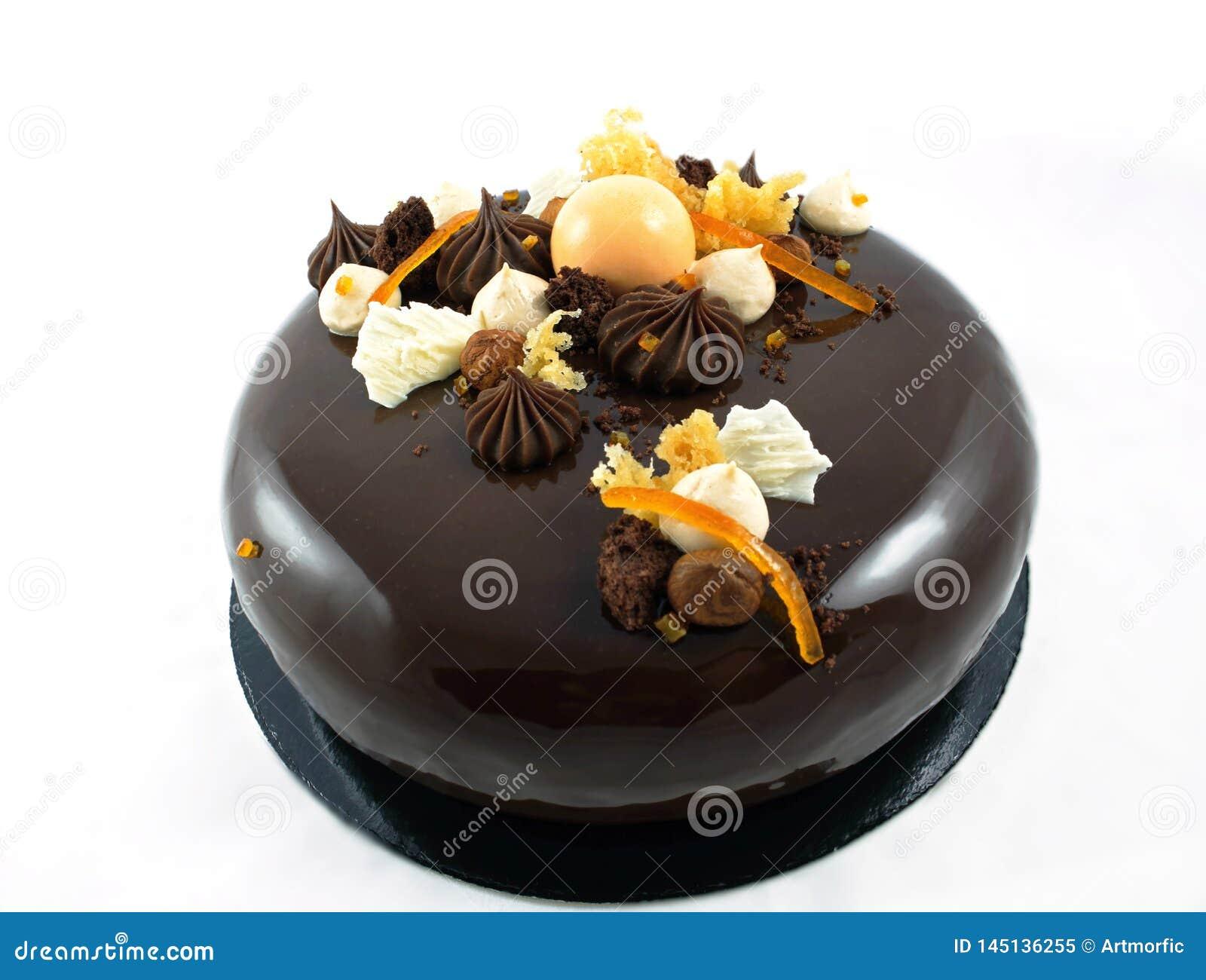 Λαμπρό κέικ σοκολάτας με τα πορτοκάλια, τη σοκολάτα ganache και την κτυπημ