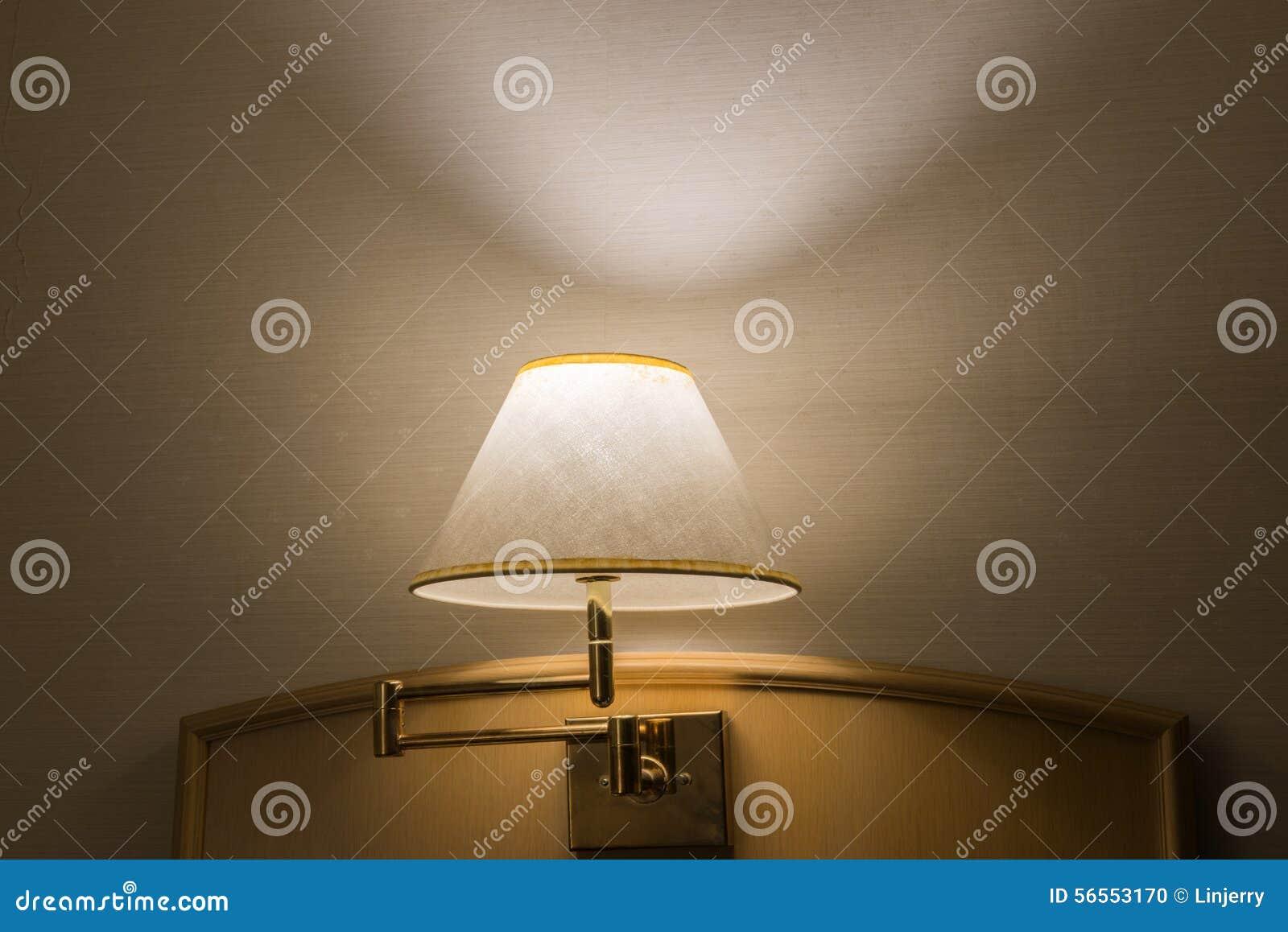 Download Λαμπτήρας πολυτέλειας στον πίνακα Στοκ Εικόνες - εικόνα από νύχτα, ηλεκτρικός: 56553170