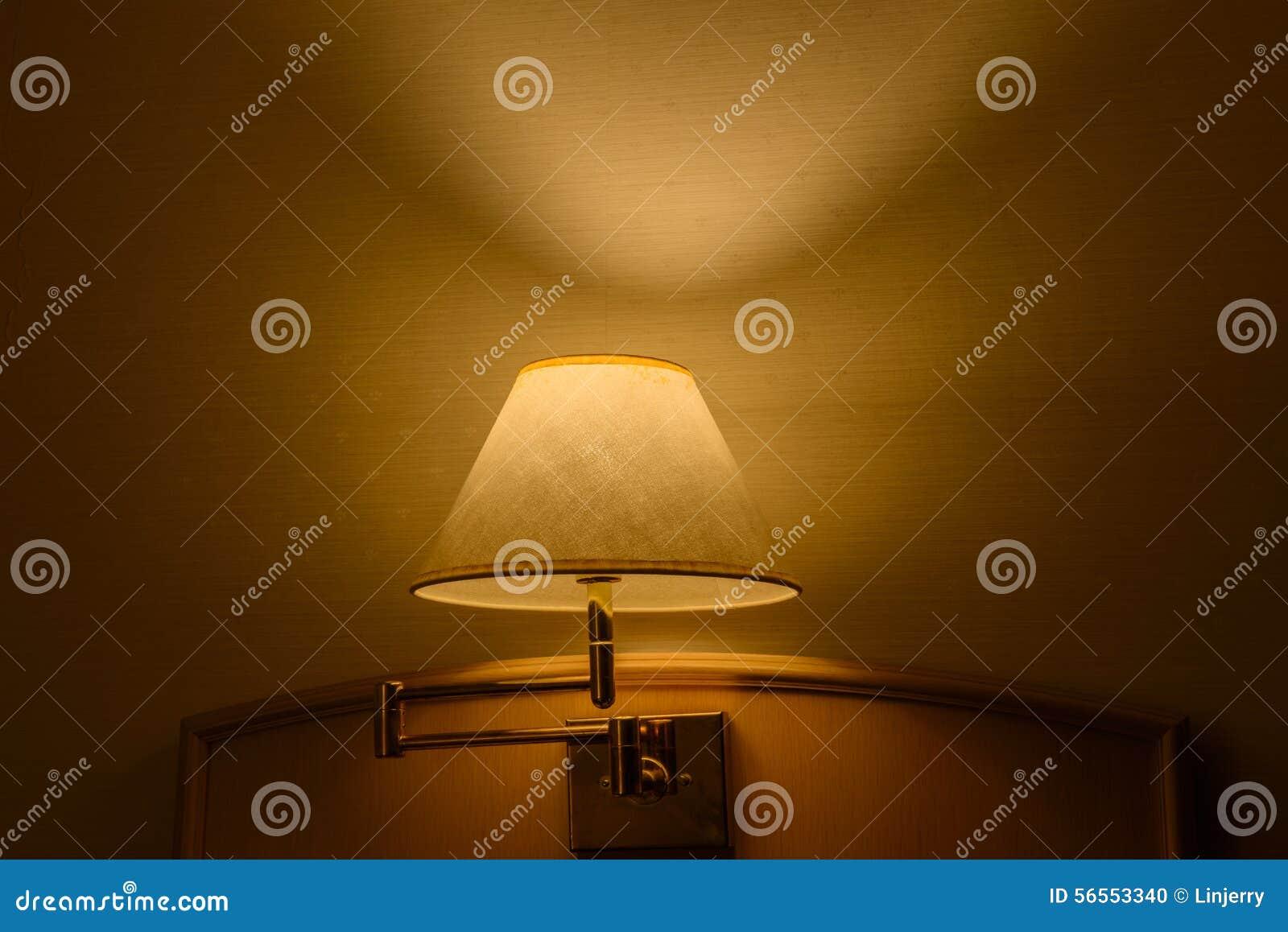 Download Λαμπτήρας πολυτέλειας στον πίνακα Στοκ Εικόνες - εικόνα από άνετος, πορτοκάλι: 56553340