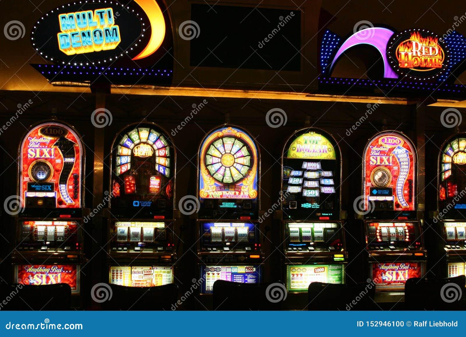 ΛΑΣ ΒΈΓΚΑΣ ΝΕΒΑΔΑ, ΗΠΑ - 18 ΑΥΓΟΎΣΤΟΥ 2009: Άποψη σχετικά με τα διαφορετικά μηχανήματα τυχερών παιχνιδιών με κέρματα σε μια χαρτο