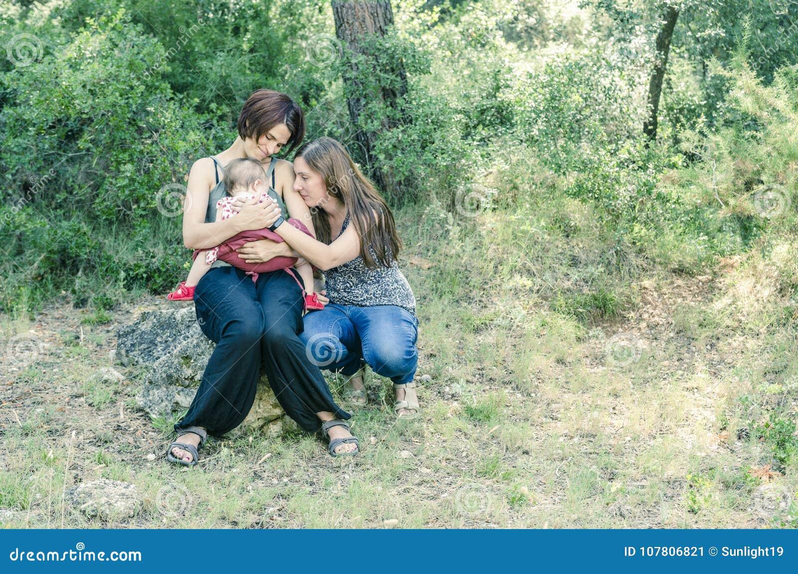Λεσβιακό moms