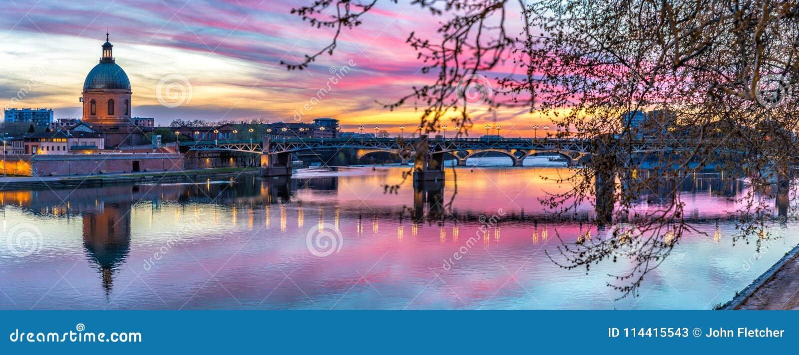 Λα Garonne πανοράματος ηλιοβασιλέματος