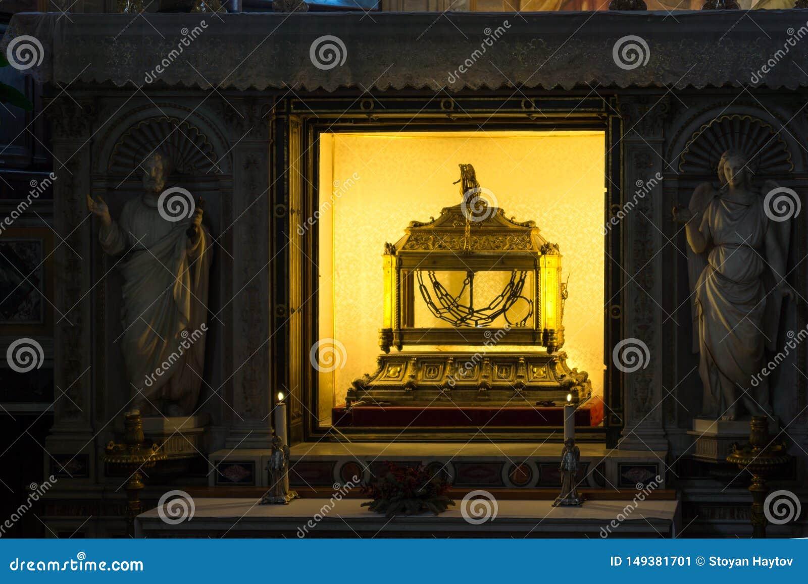 Λειψανοθήκη που περιέχει τις αλυσίδες του ST Peter στην εκκλησία Αγίου Peter στις αλυσίδες SAN Pietro σε Vinc