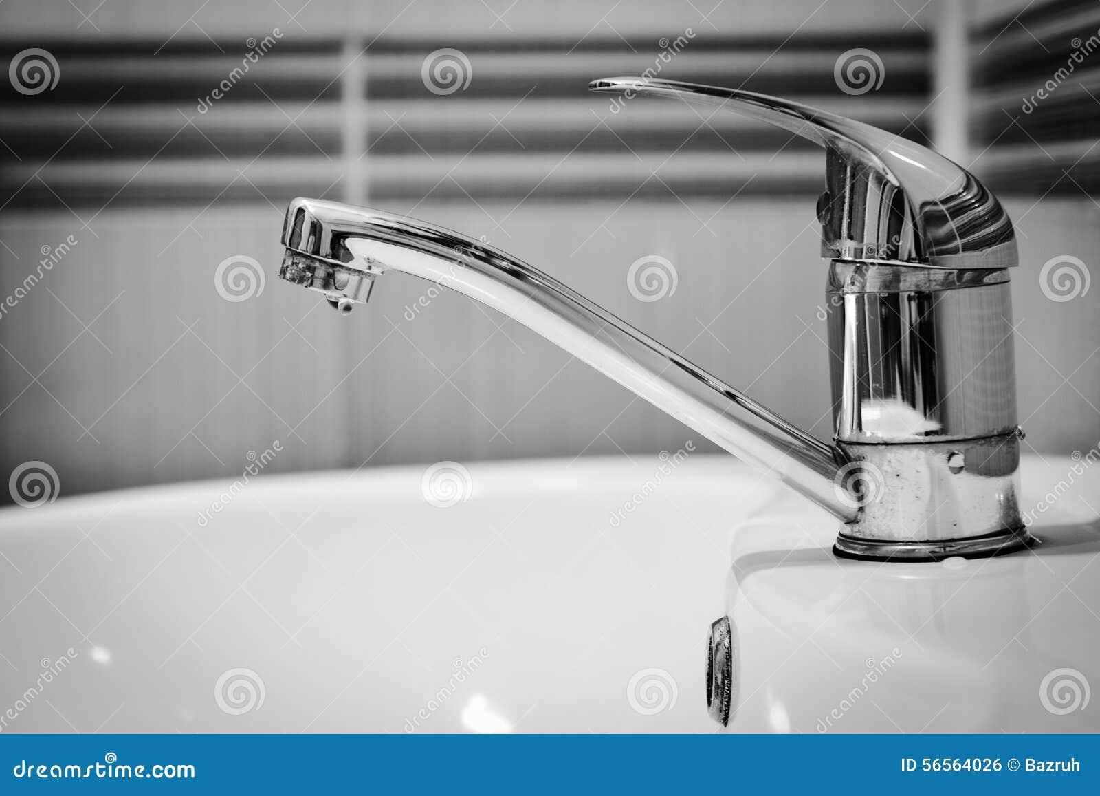 Download Λεκάνη πλυσίματος, βρύση κλειστή Στοκ Εικόνες - εικόνα από σαπούνι, bathos: 56564026